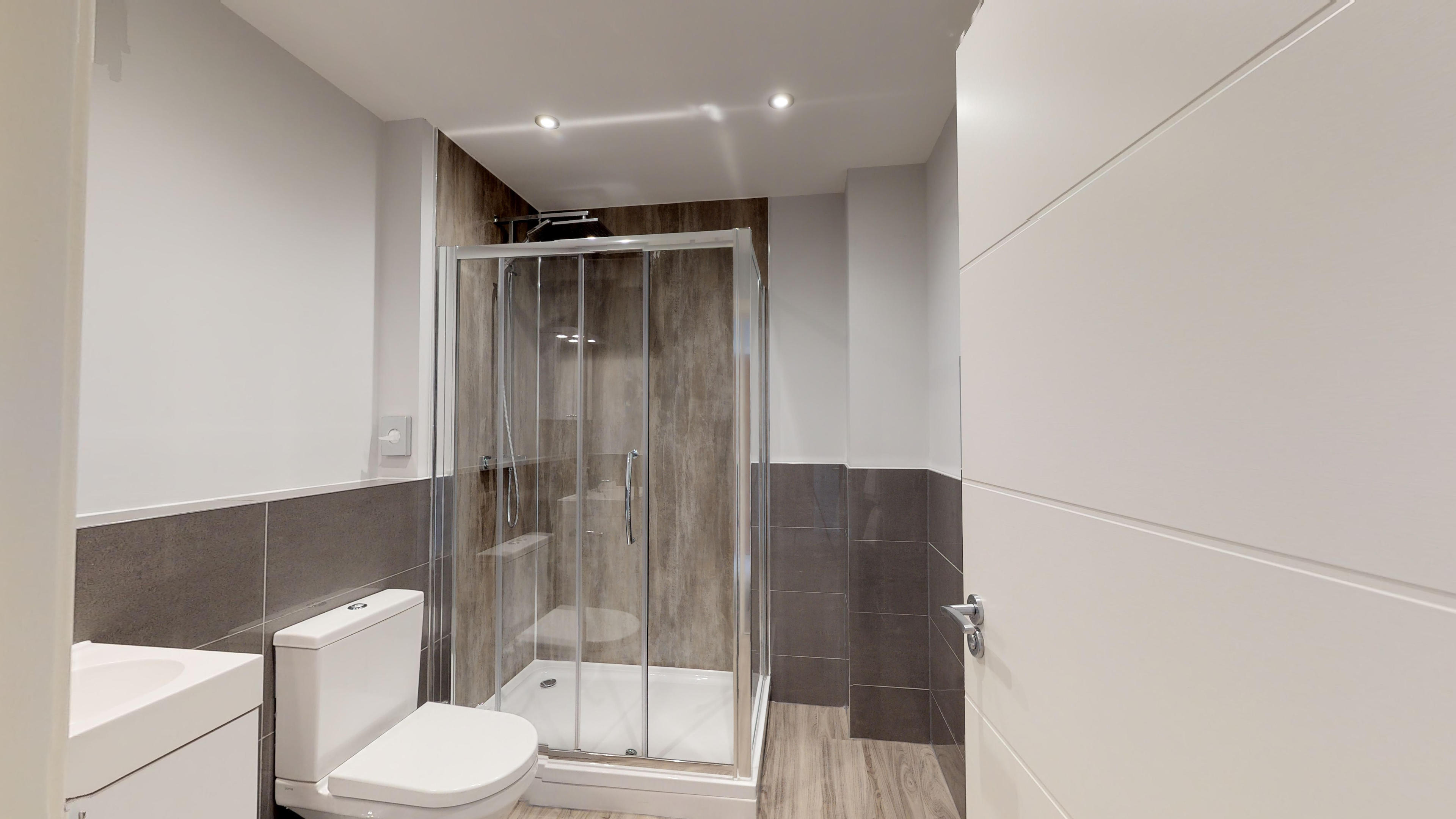 Leamington Spa Serviced Apartments Dunara Beauchamp Bathroom