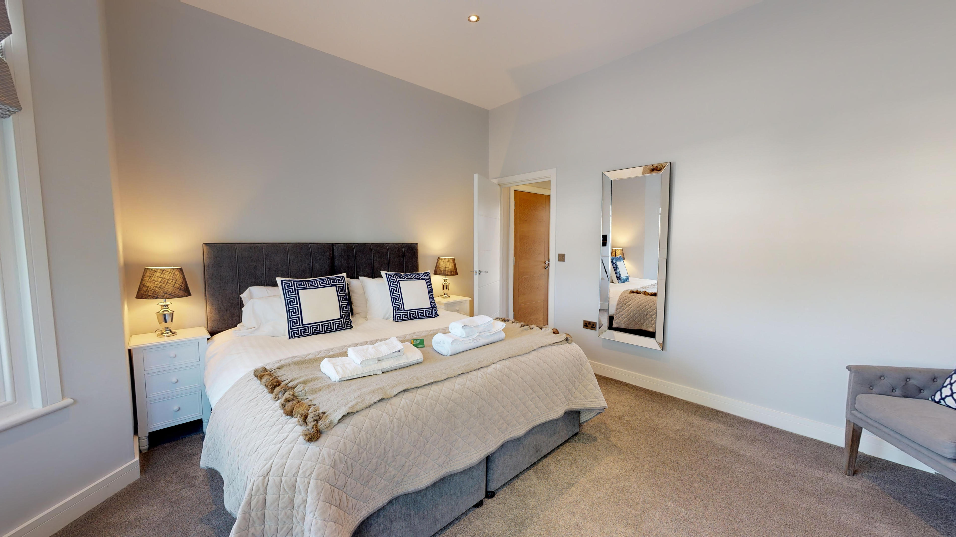 Leamington Spa Serviced Apartments Dunara Beauchamp Bedroom
