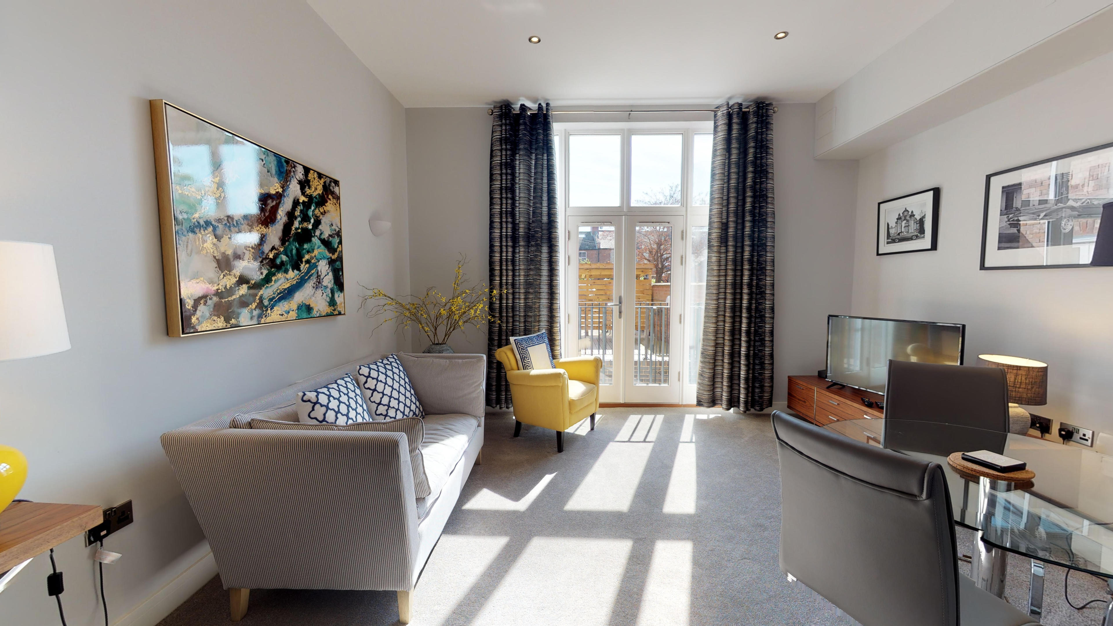 Leamington Spa Serviced Apartments Dunara Beauchamp Living View