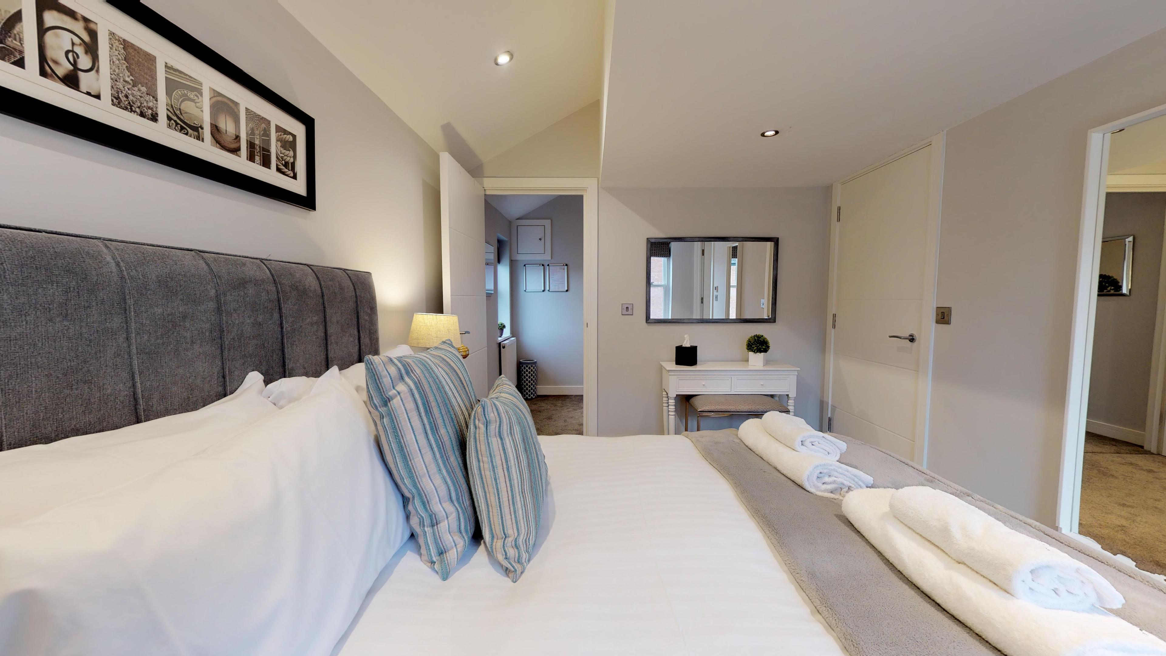 Leamington Spa Serviced Apartments Dunara Shakespeare Bedroom One 2