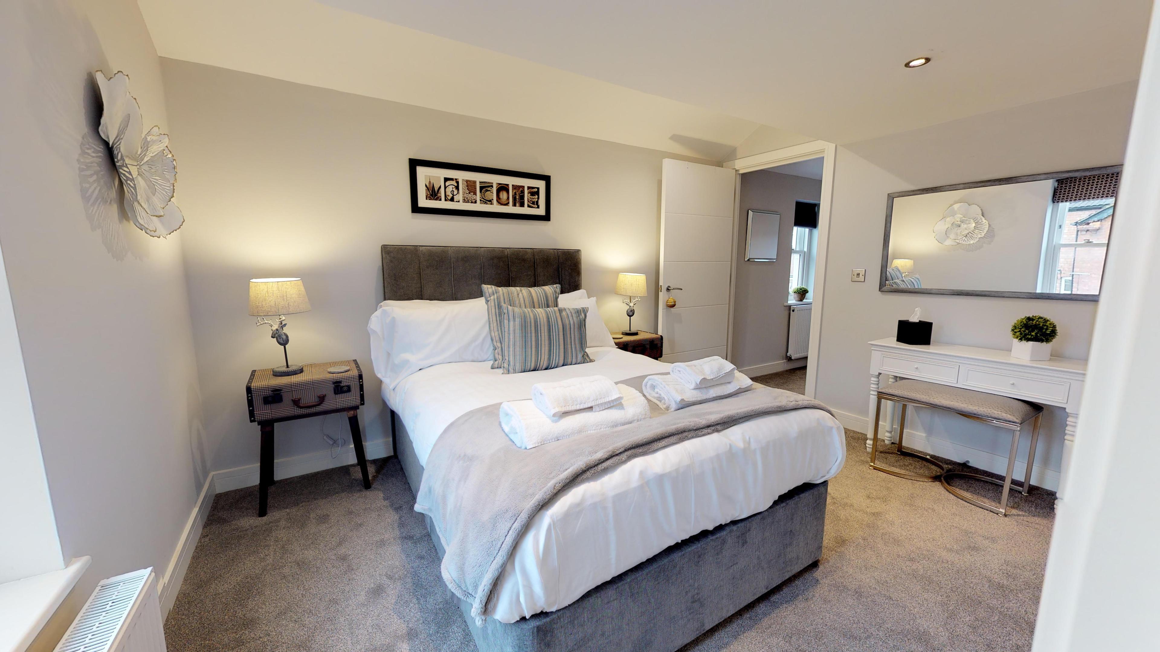 Leamington Spa Serviced Apartments Dunara Shakespeare Bedroom One Side