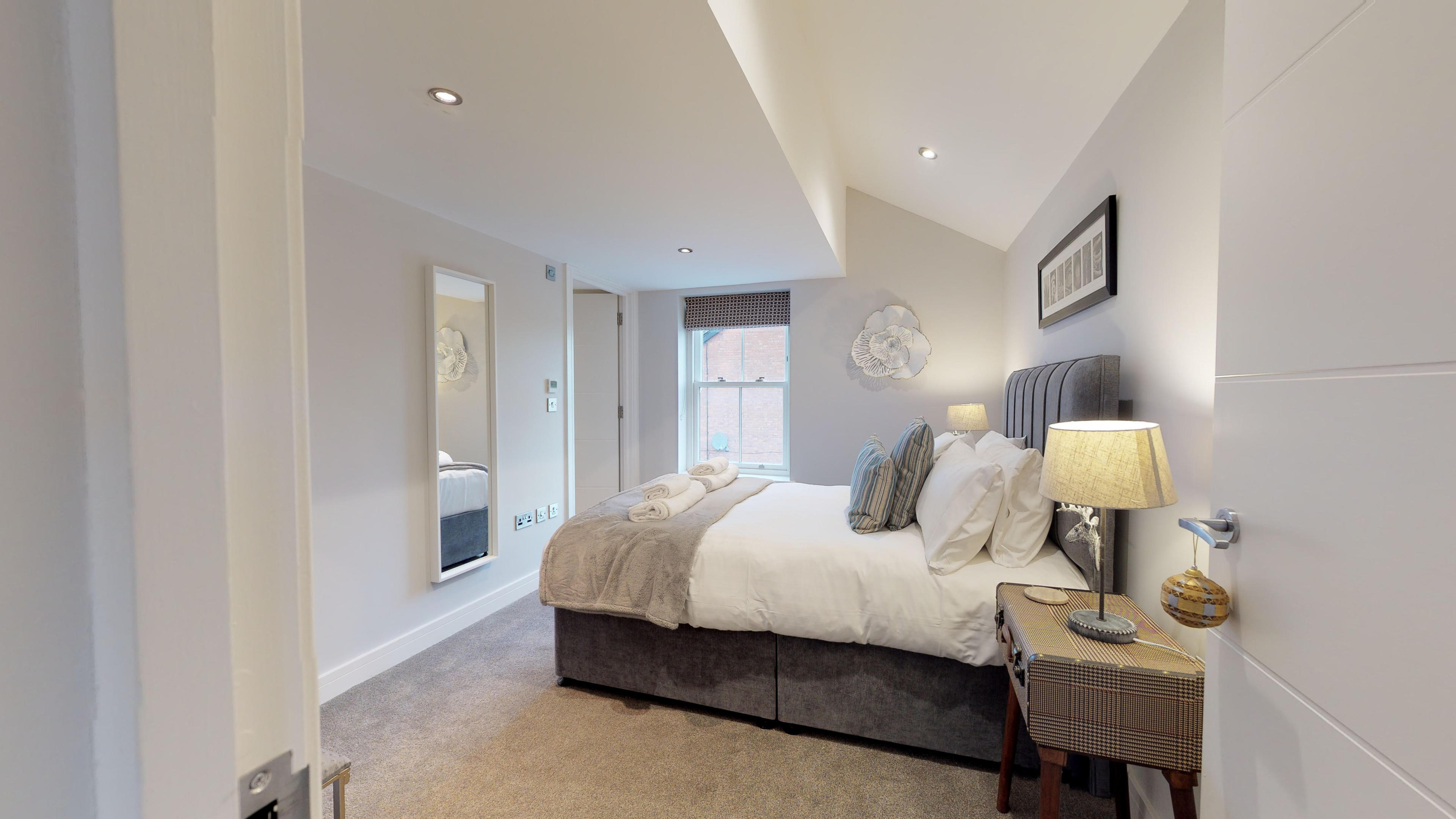 Leamington Spa Serviced Apartments Dunara Shakespeare Bedroom One