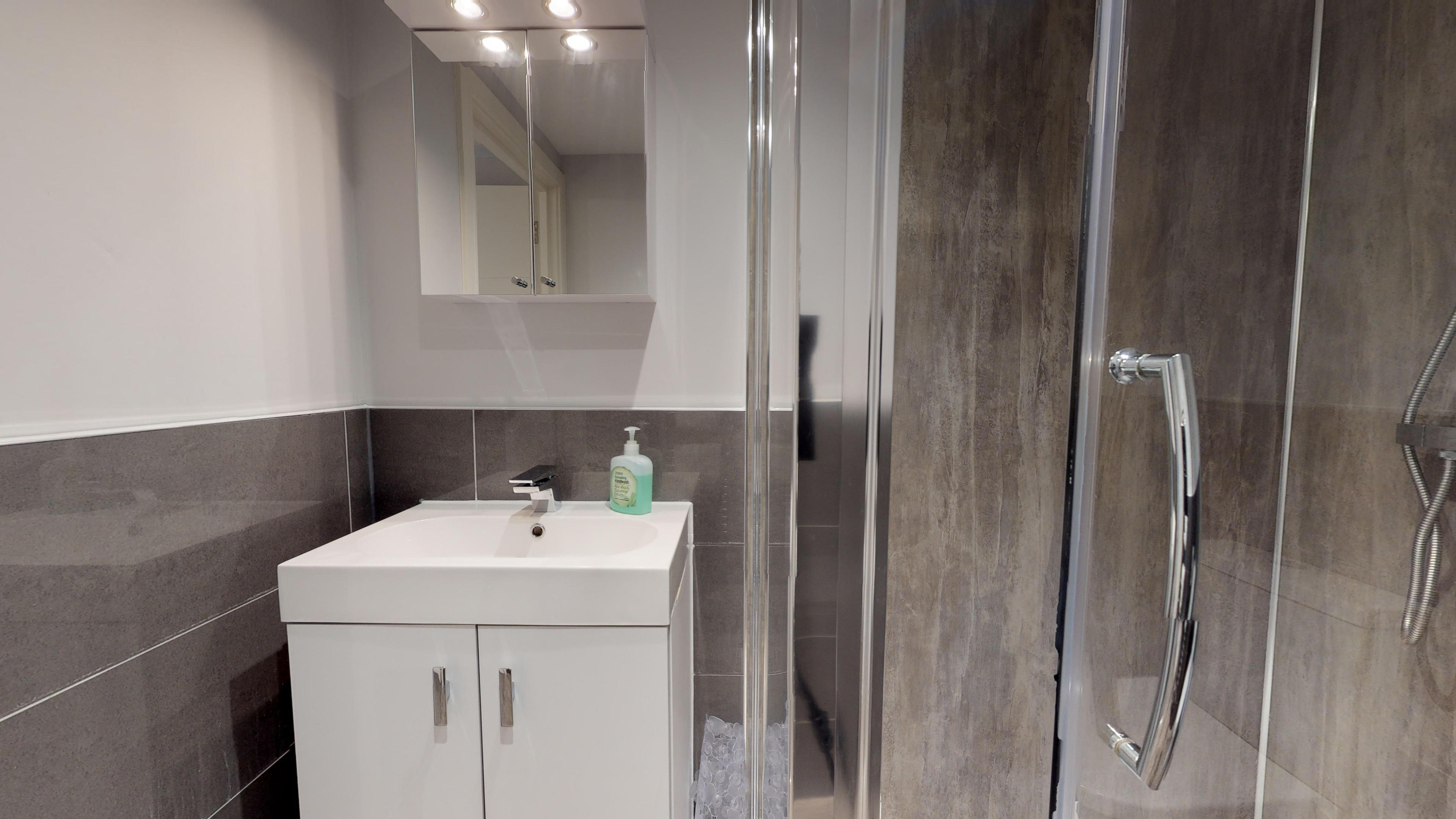 Leamington Spa Serviced Apartments Dunara Shakespeare Bedroom Two Shower
