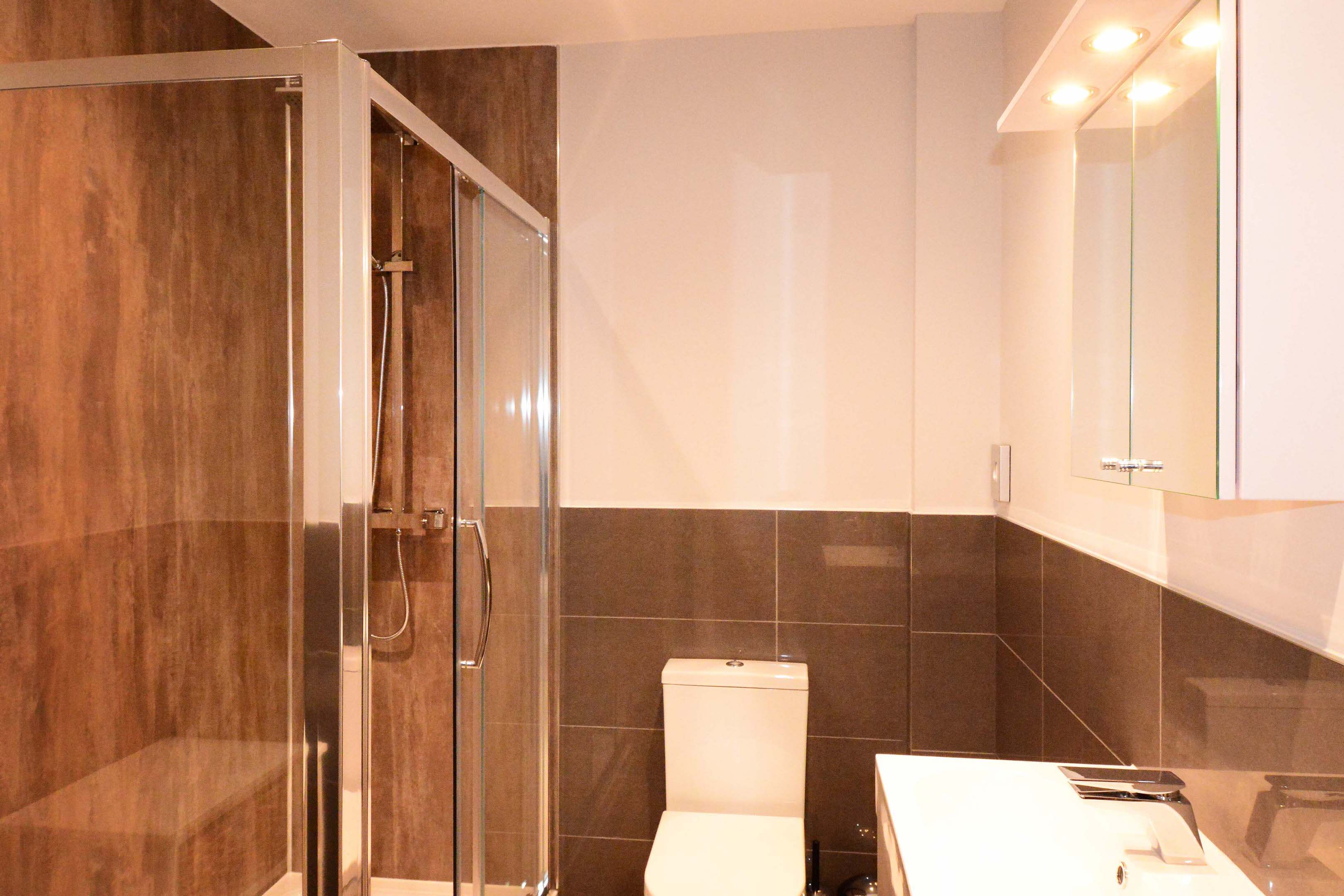 Leamington Spa Serviced Apartment Stratford Suite Bathroom Two