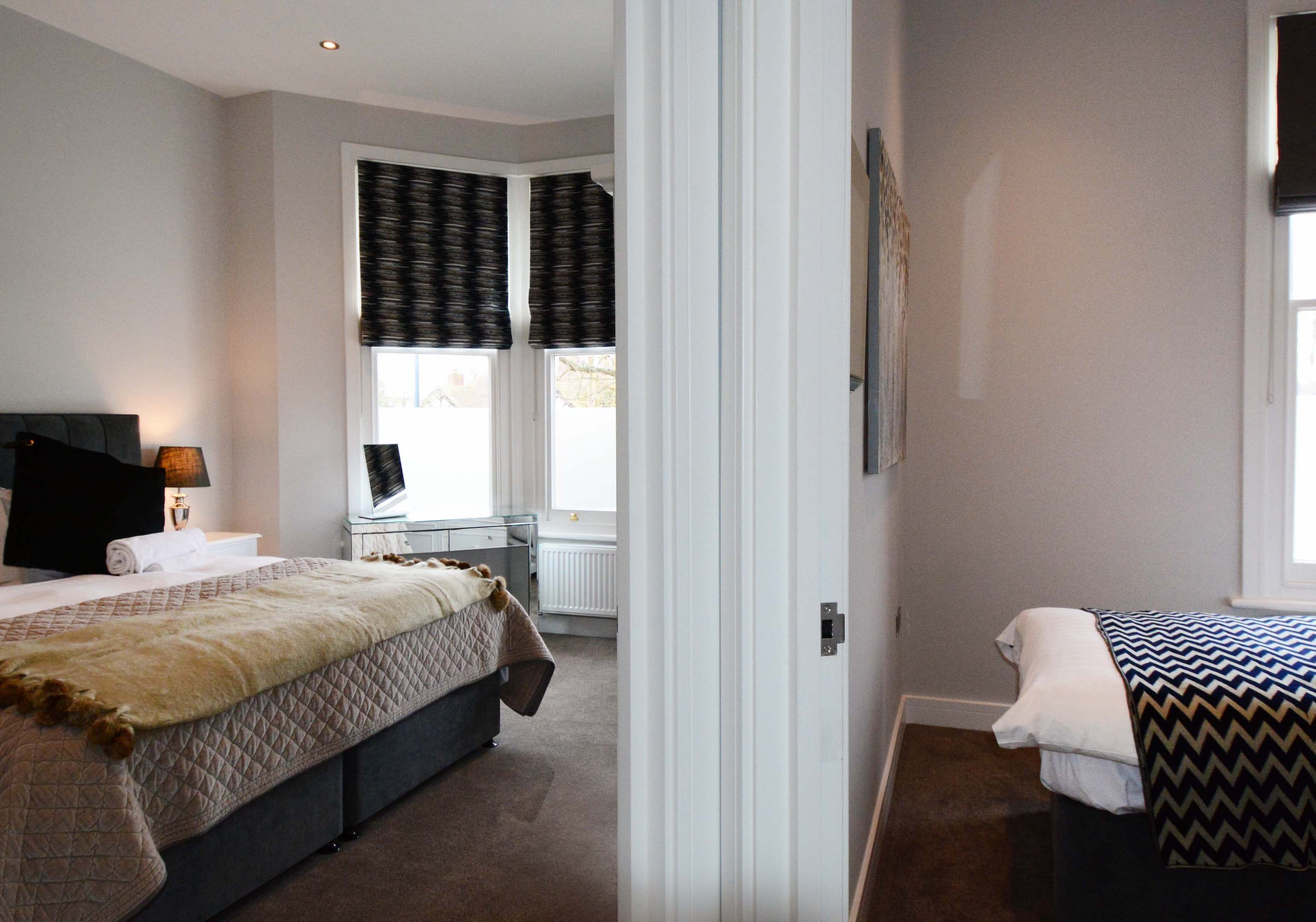 Leamington Spa Serviced Apartment Stratford Suite Hallway