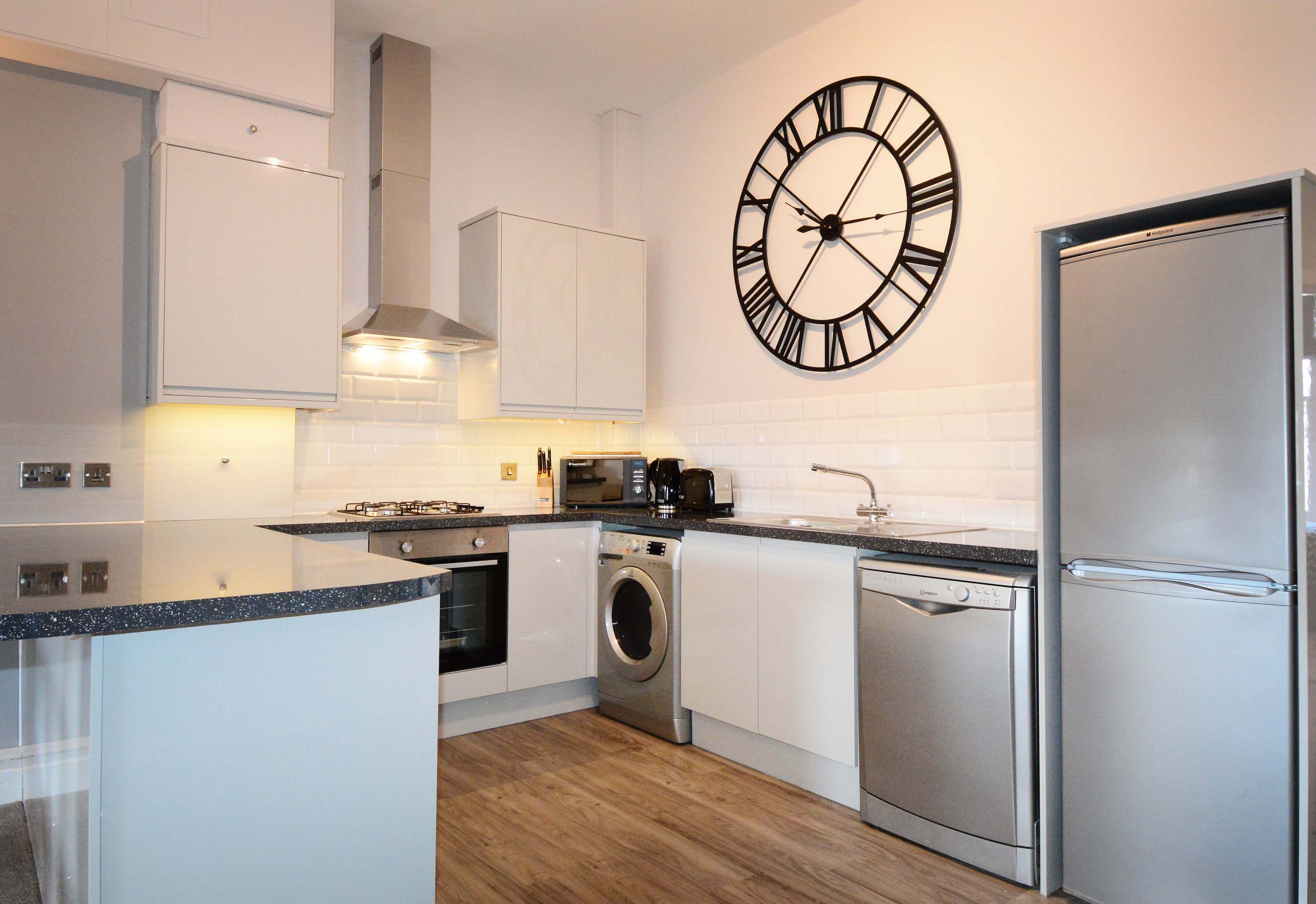 Leamington Spa Serviced Apartment Stratford Suite Kitchen