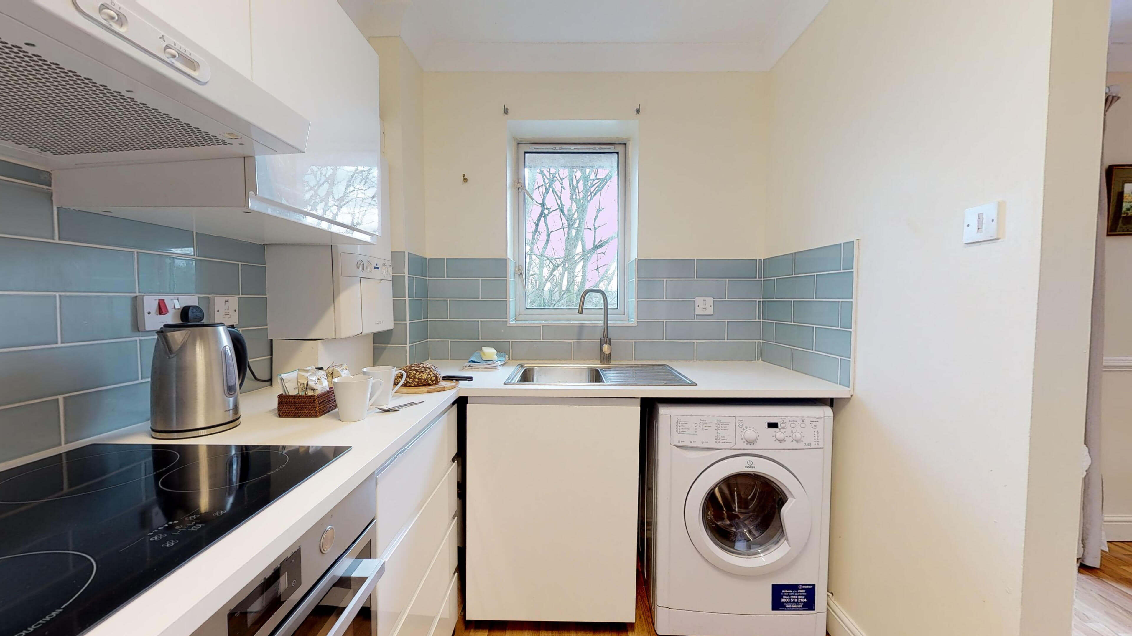 Millbank Oxford City Centre Short Stay Apartment Sleeps 4 Kitchen Inside