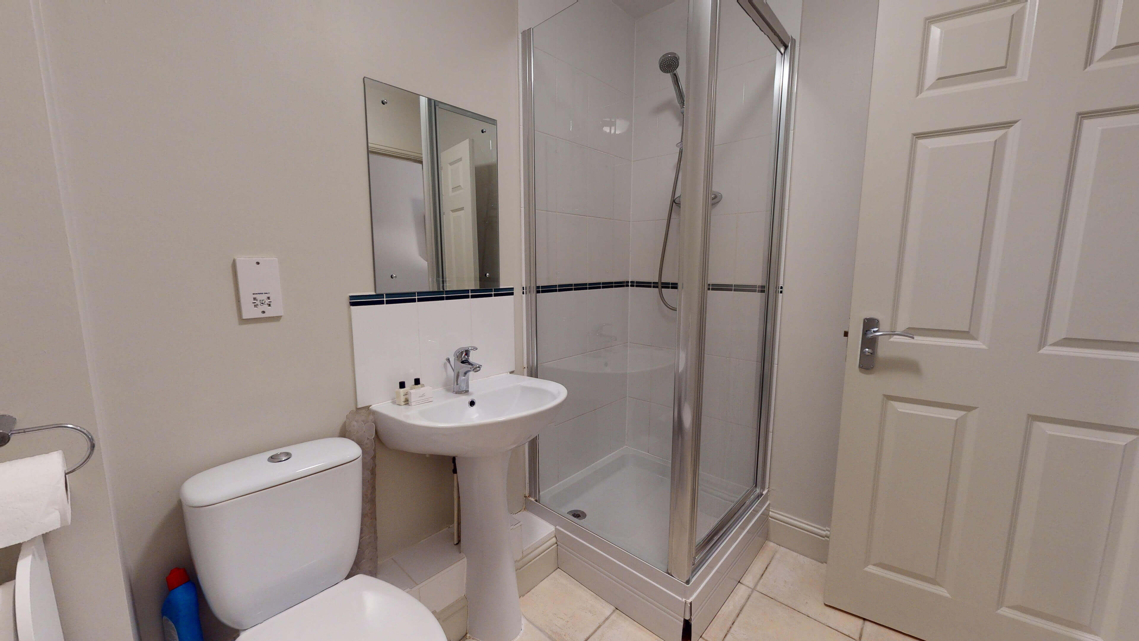 Oxford Serviced Apartment Blenheim Suite Bedroom One Bathroom 2