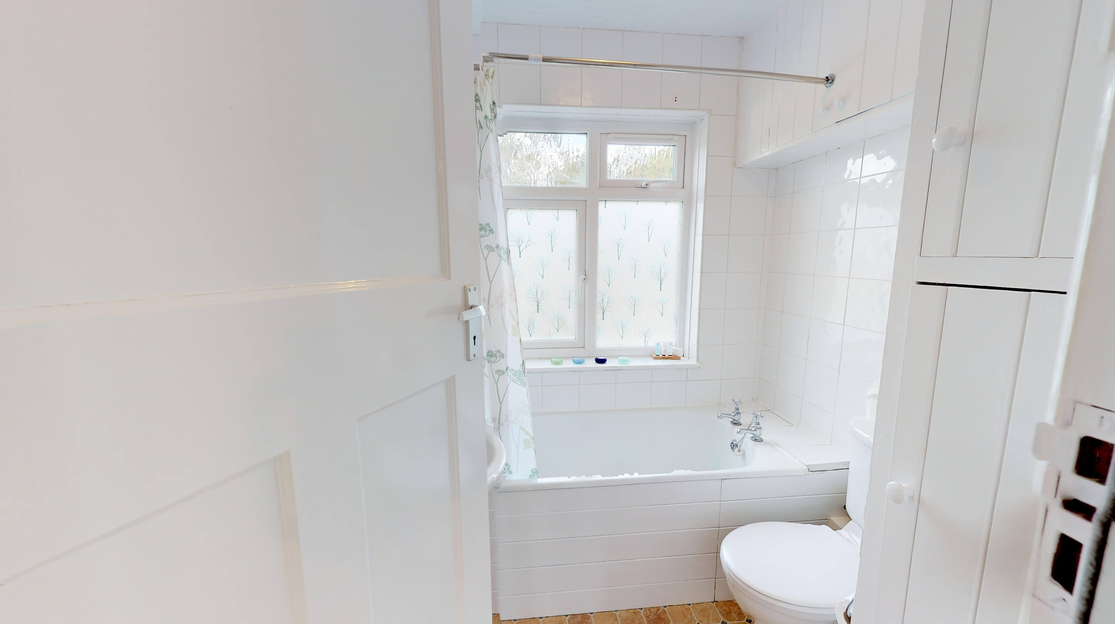 Oxford Two Bedroom Lavender House Bathroom 1