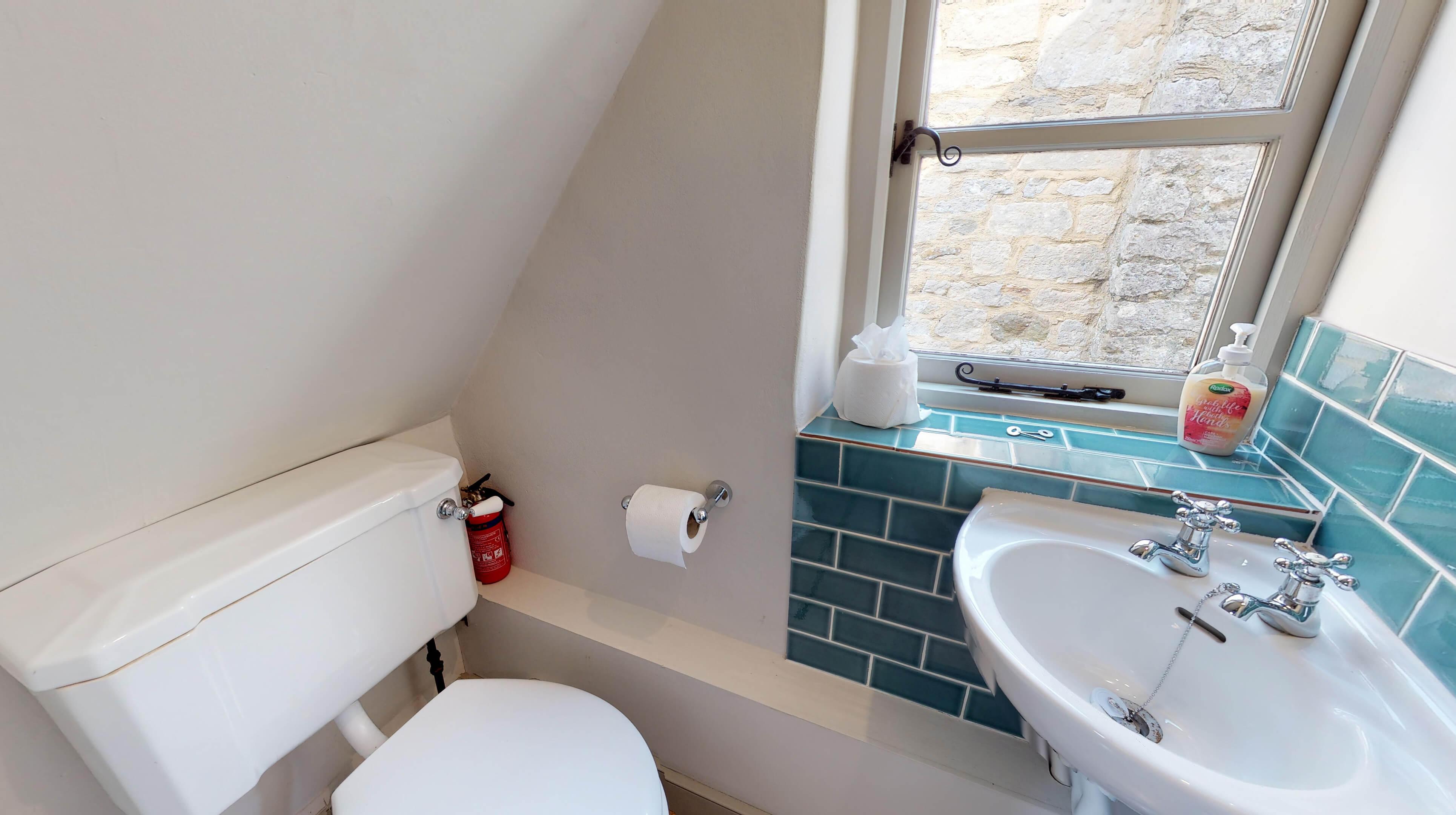 Lower Heyford Three Bedroom Coopers Cottage Ensuite 1