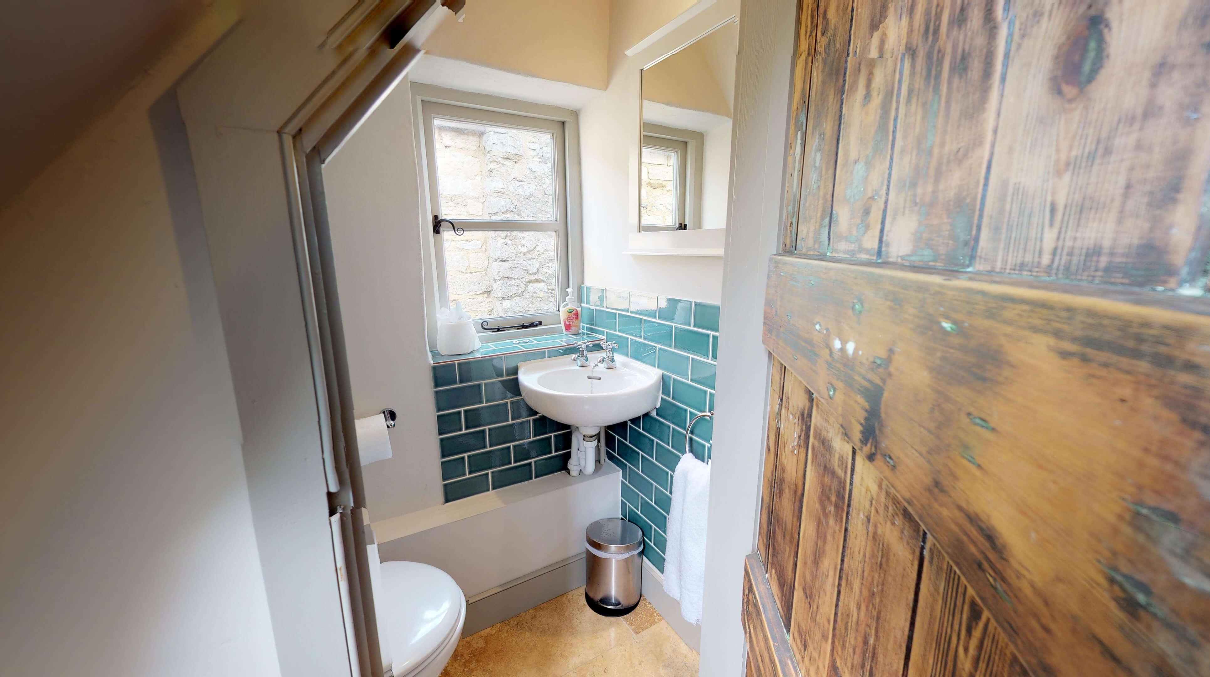 Lower Heyford Three Bedroom Coopers Cottage Ensuite 2