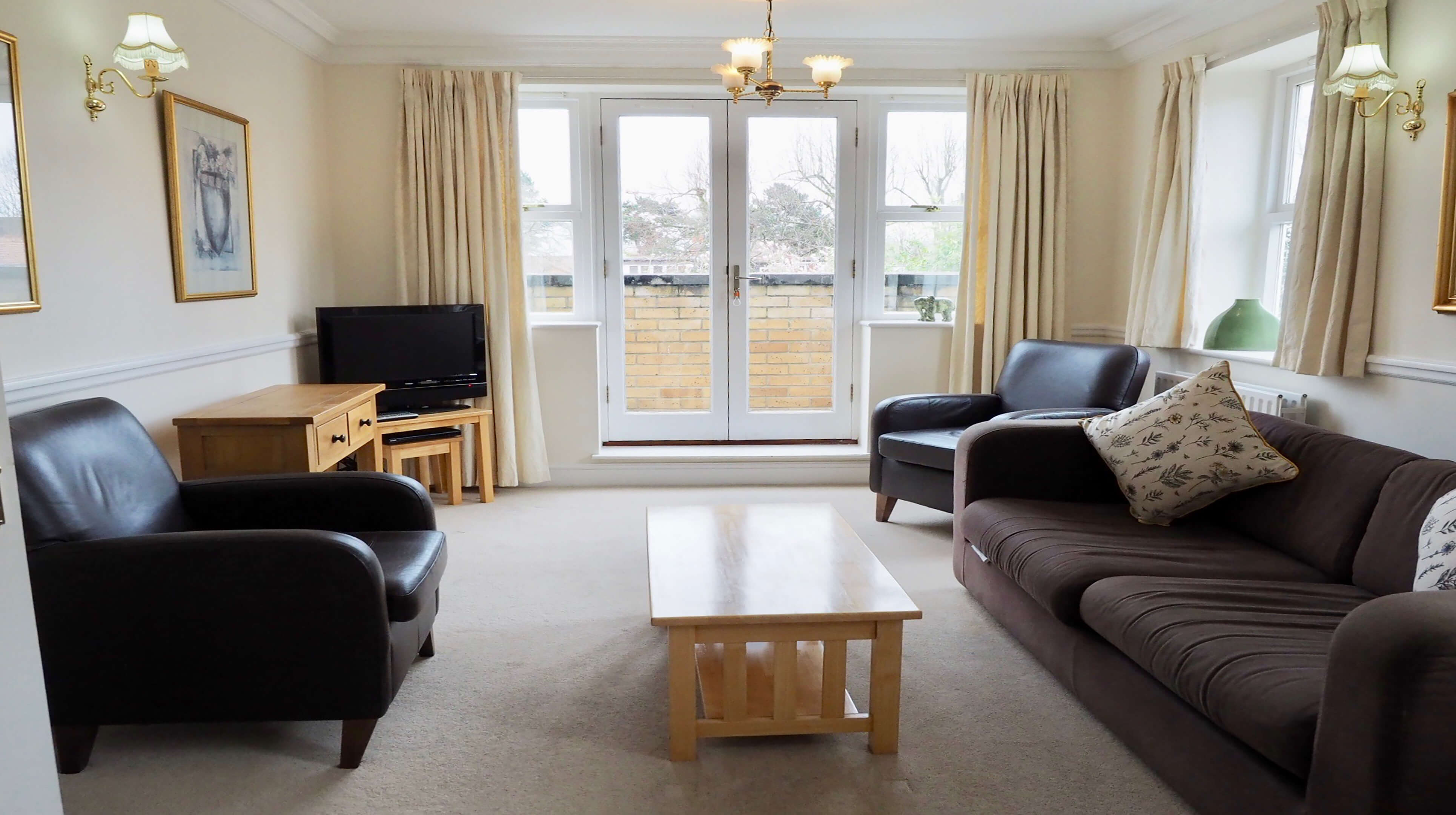 Oxford Two Bedroom Bishop Kirk Place Living Room 1