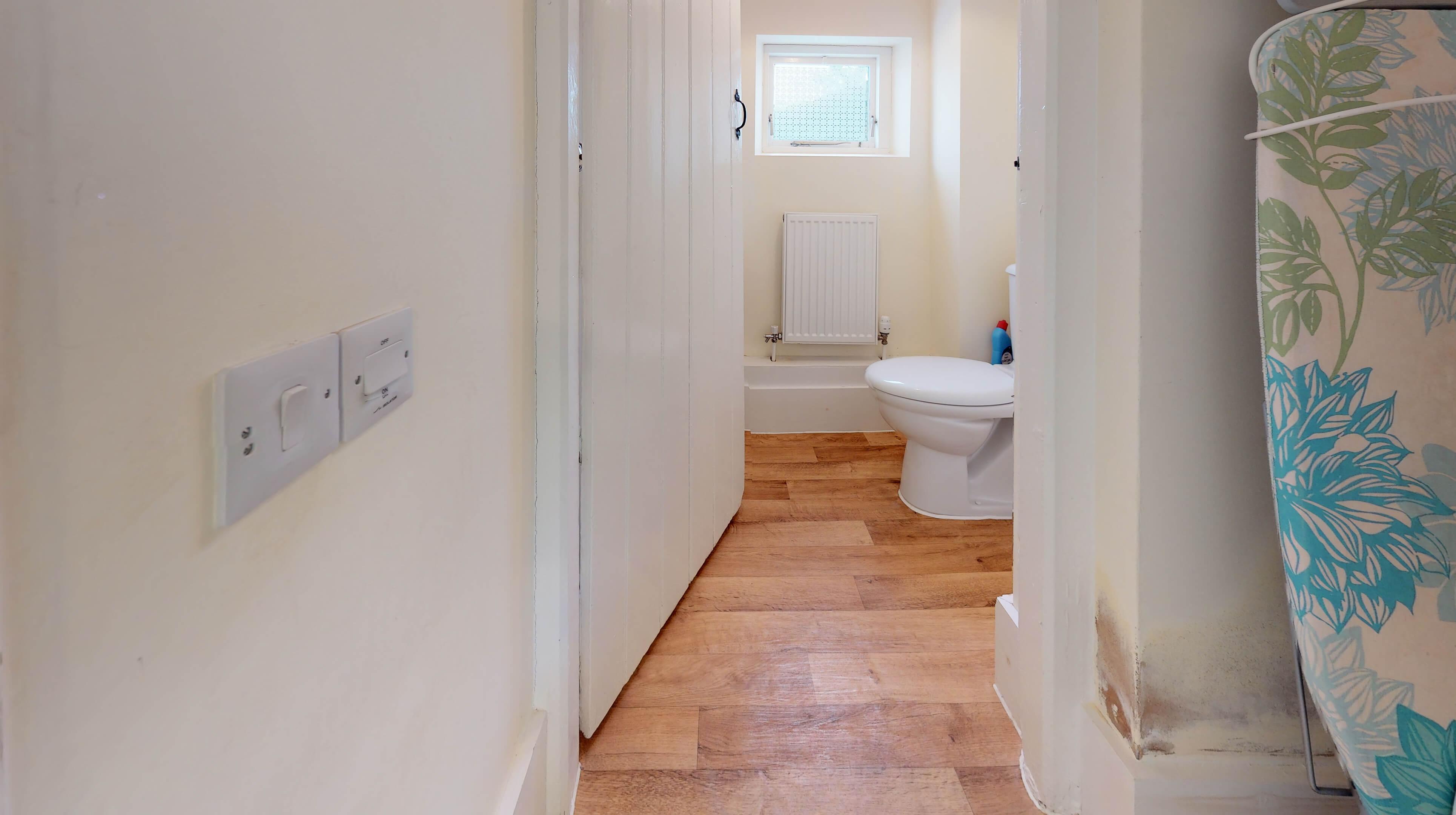 Bladon Two Bedroom Home Farm Cottage Bathroom 3