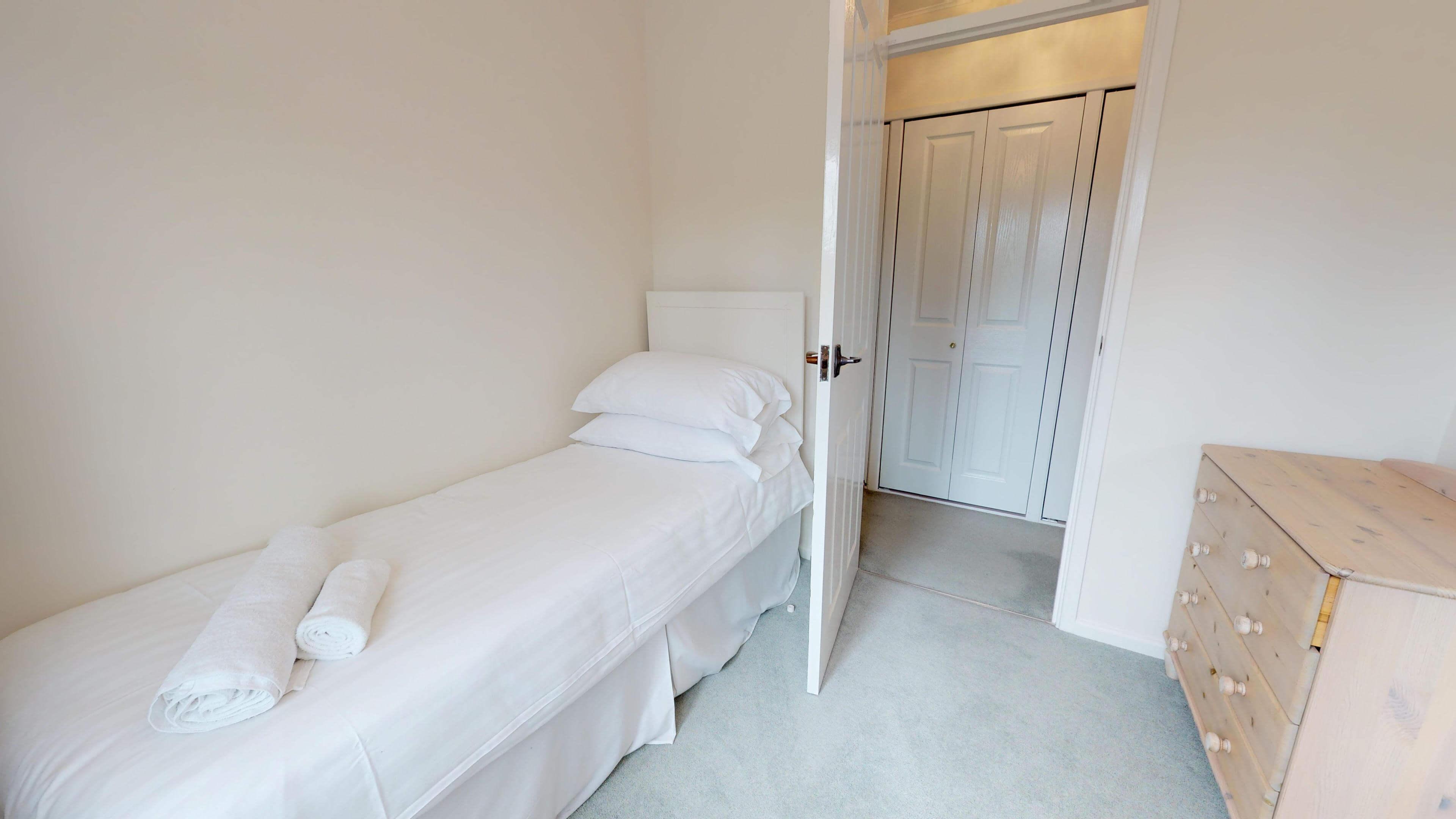 Blenheim Gate Single Bedroom 2Jpg