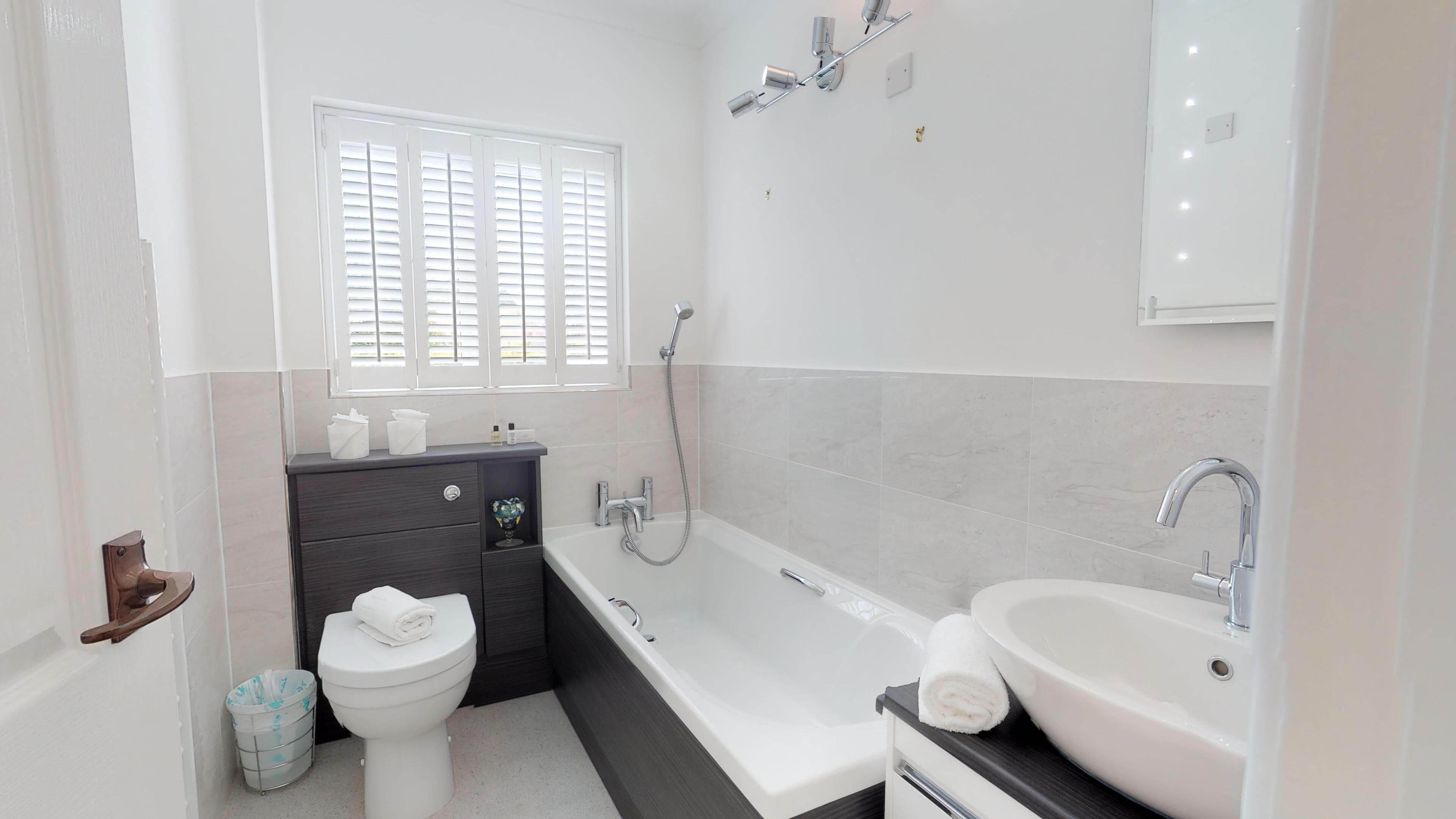 Blenheim Gate Family Bathroom 1