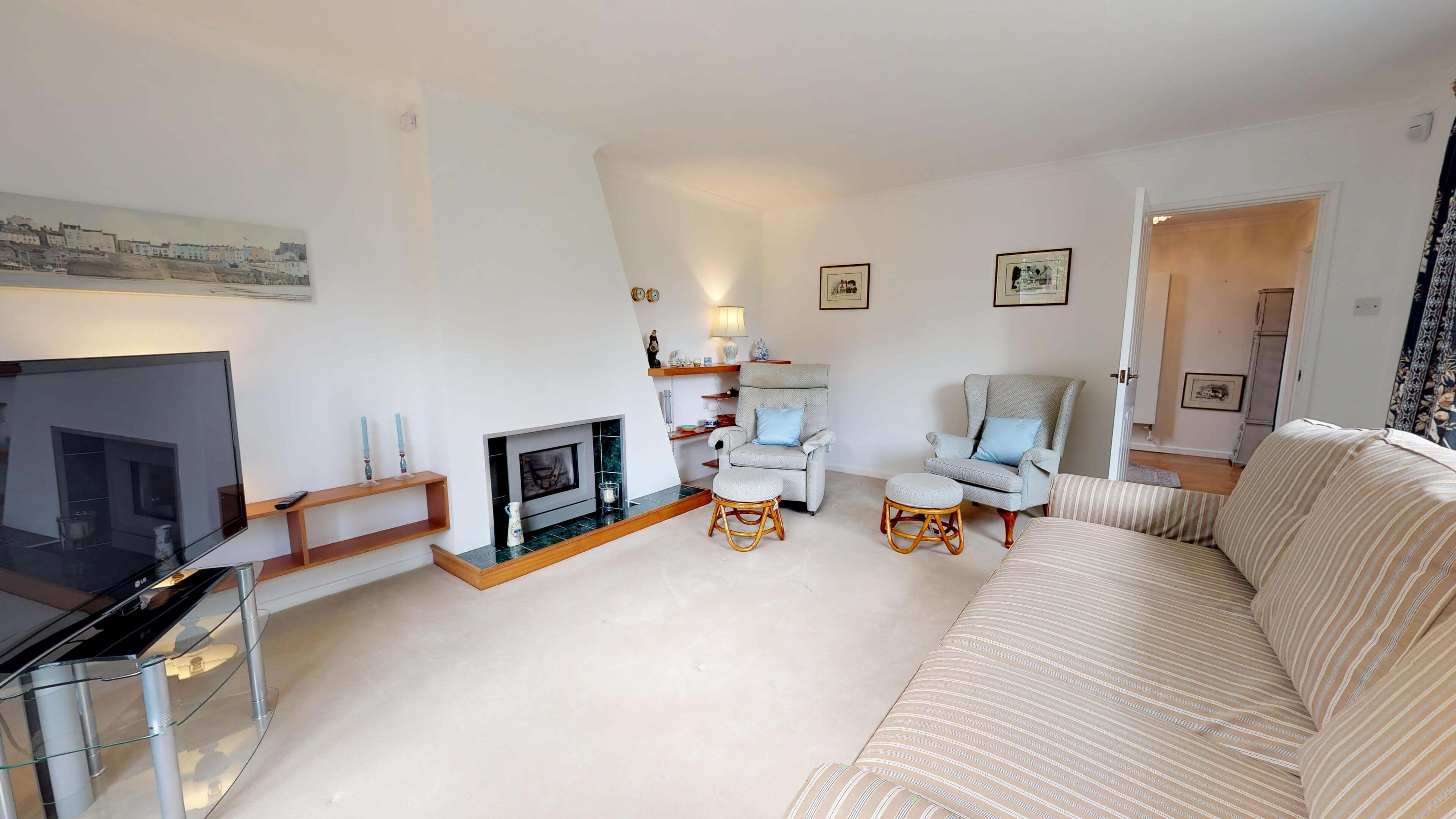 Blenheim Gate Livingroom 1