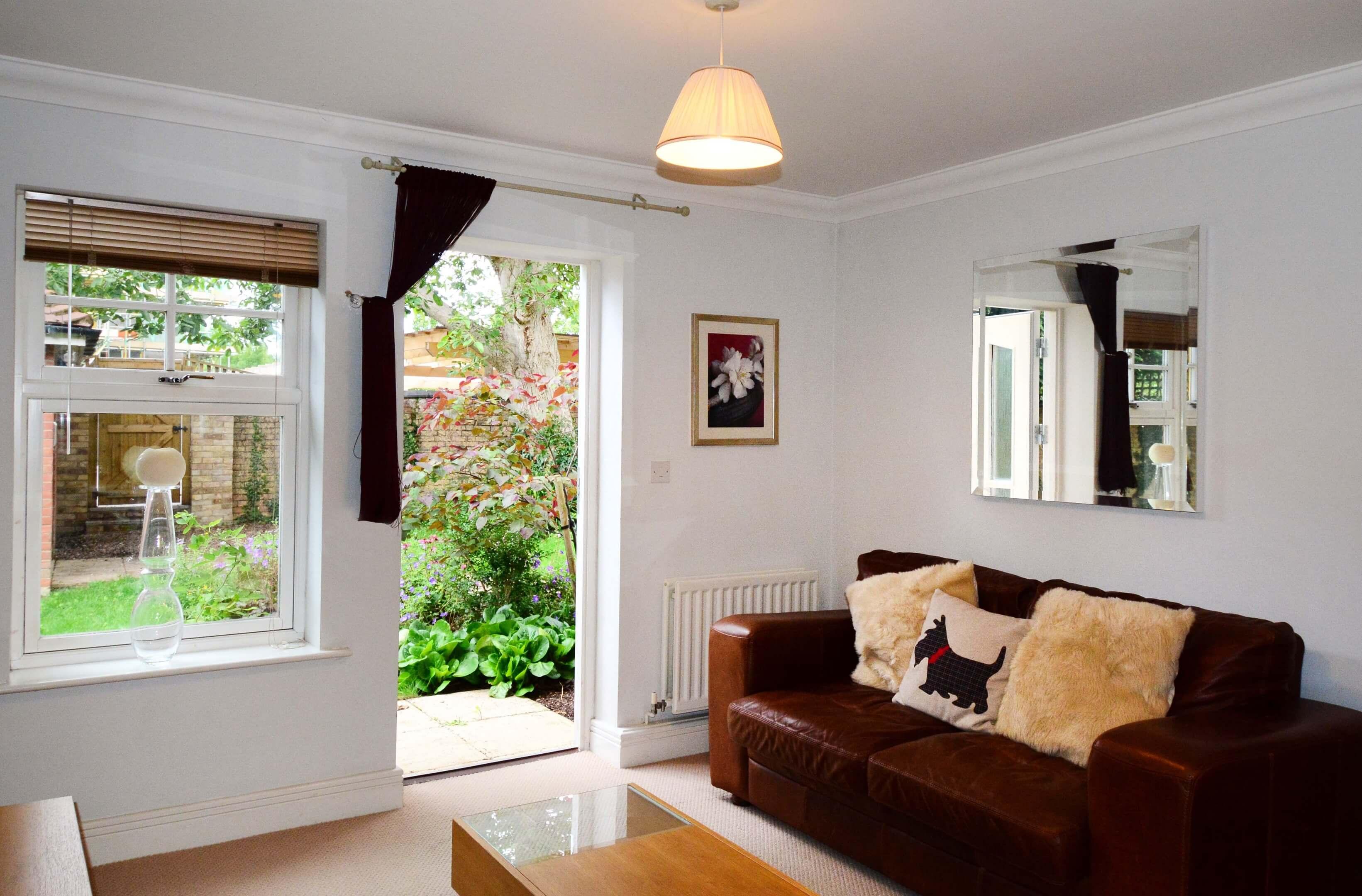 Oxford One Bedroom Elizabeth Jennings Way Living Room 1