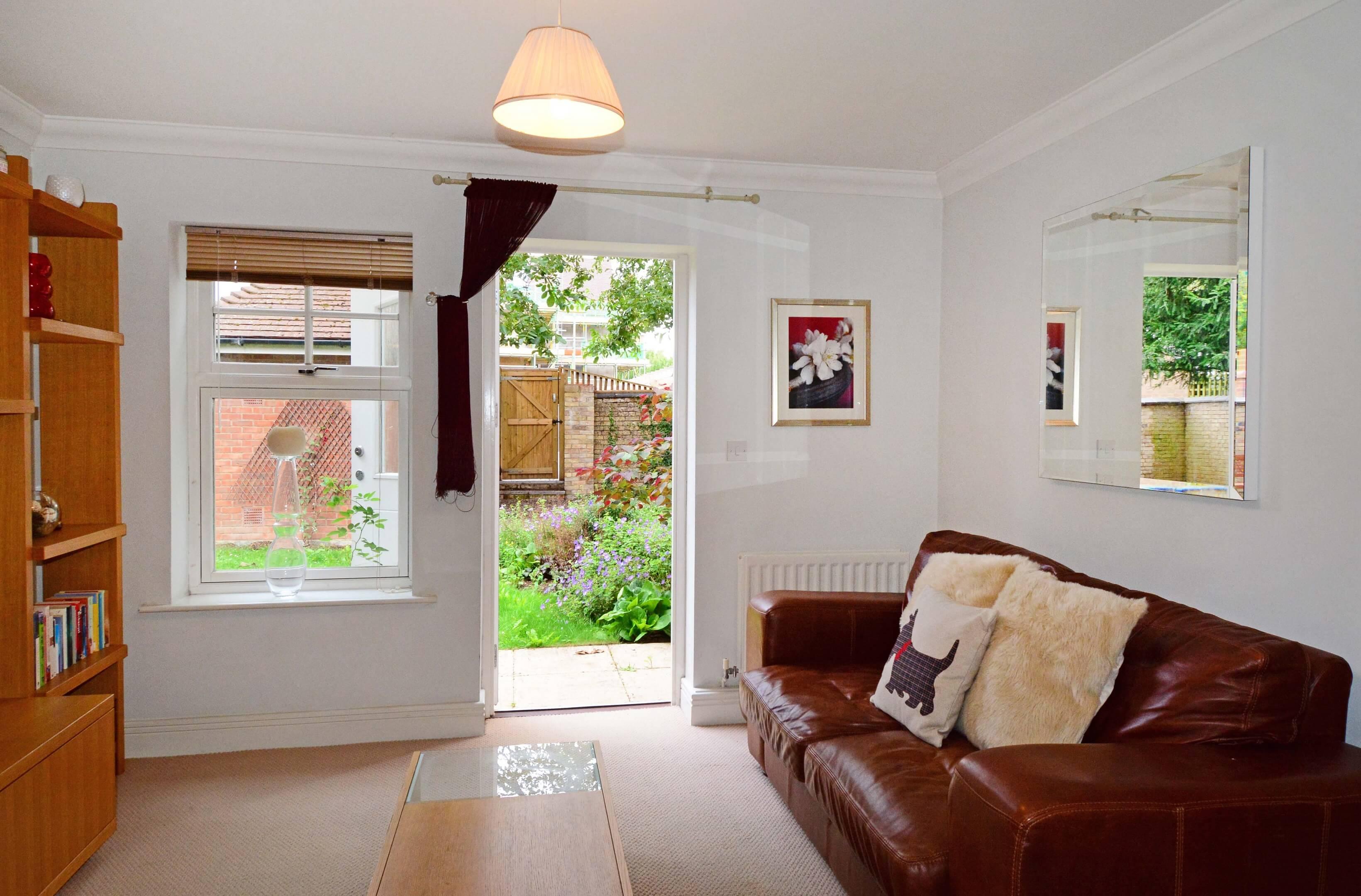 Oxford One Bedroom Elizabeth Jennings Way Living Room Garden 2