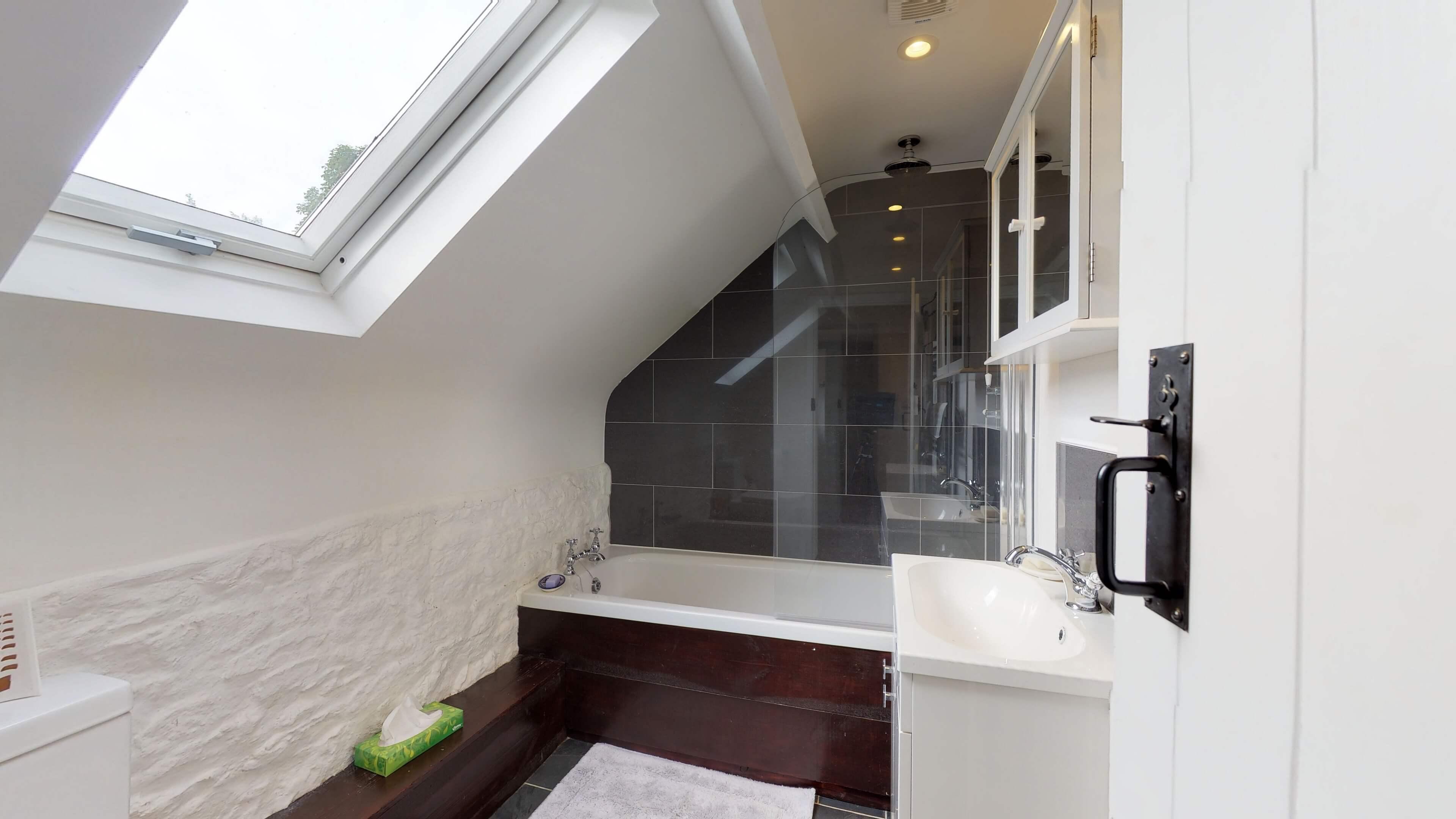 Thrupp Cottage Bathroom 1