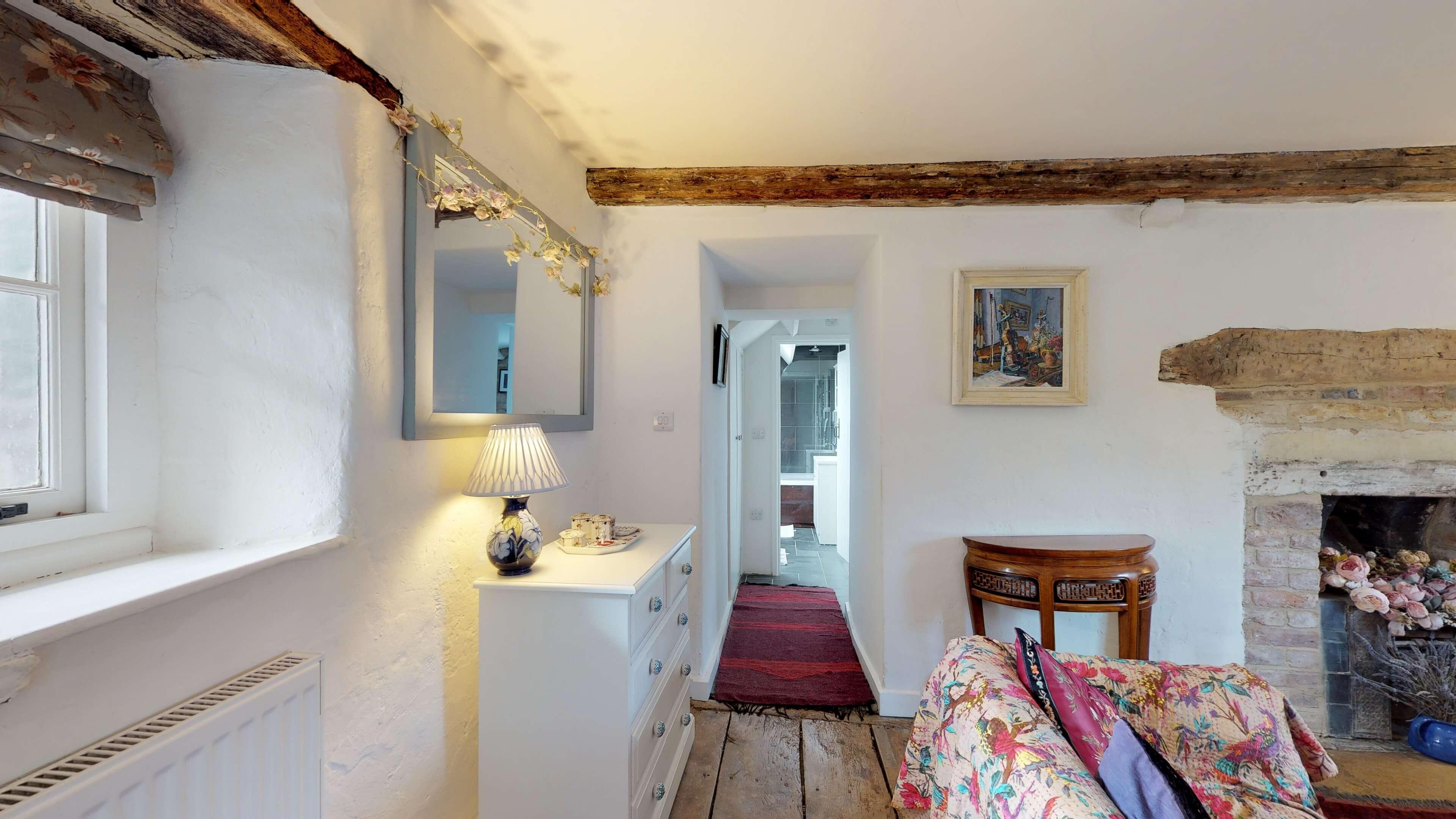 Thrupp Cottage First Floor Snug 3