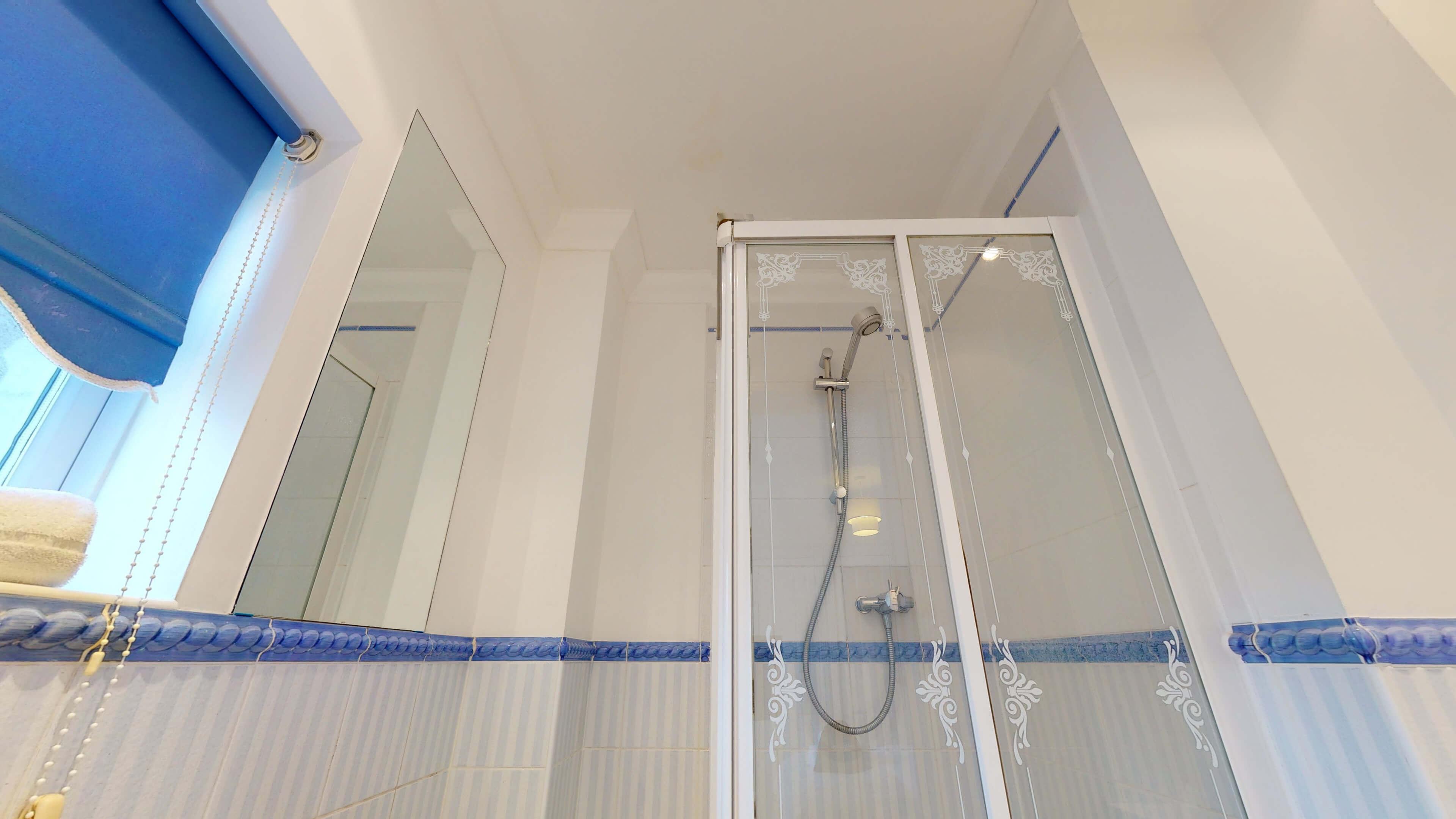 Rewley Road Oxford 2 Bed Rewley Road Bathroom 1 Shower