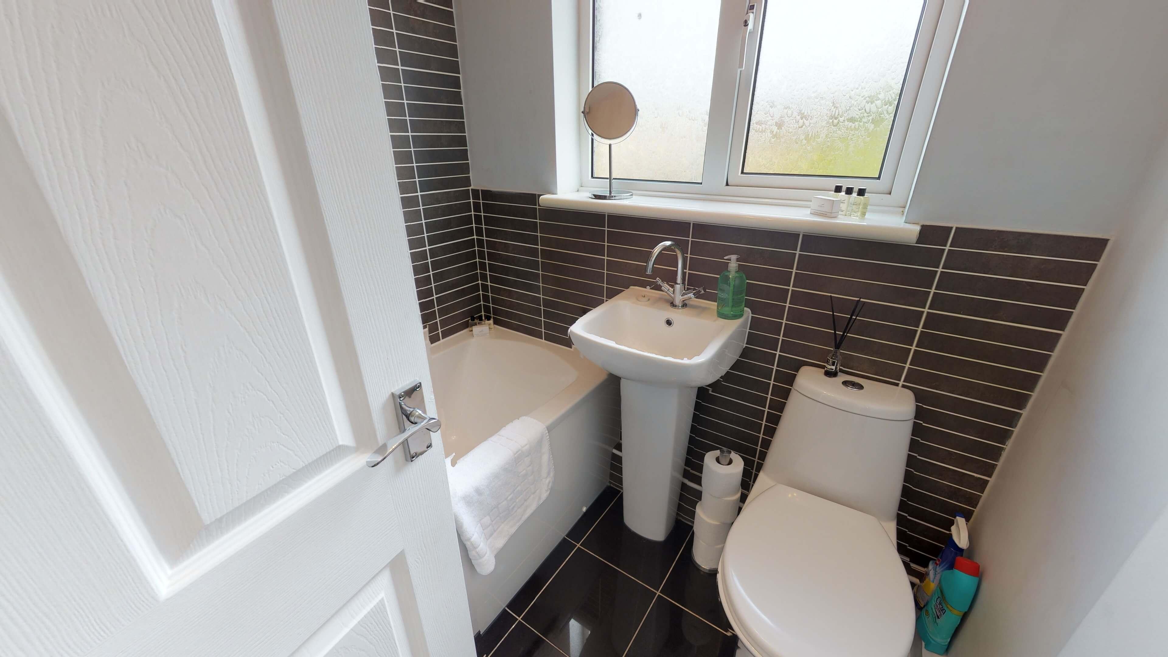 Taphouse Avenue Bathroom