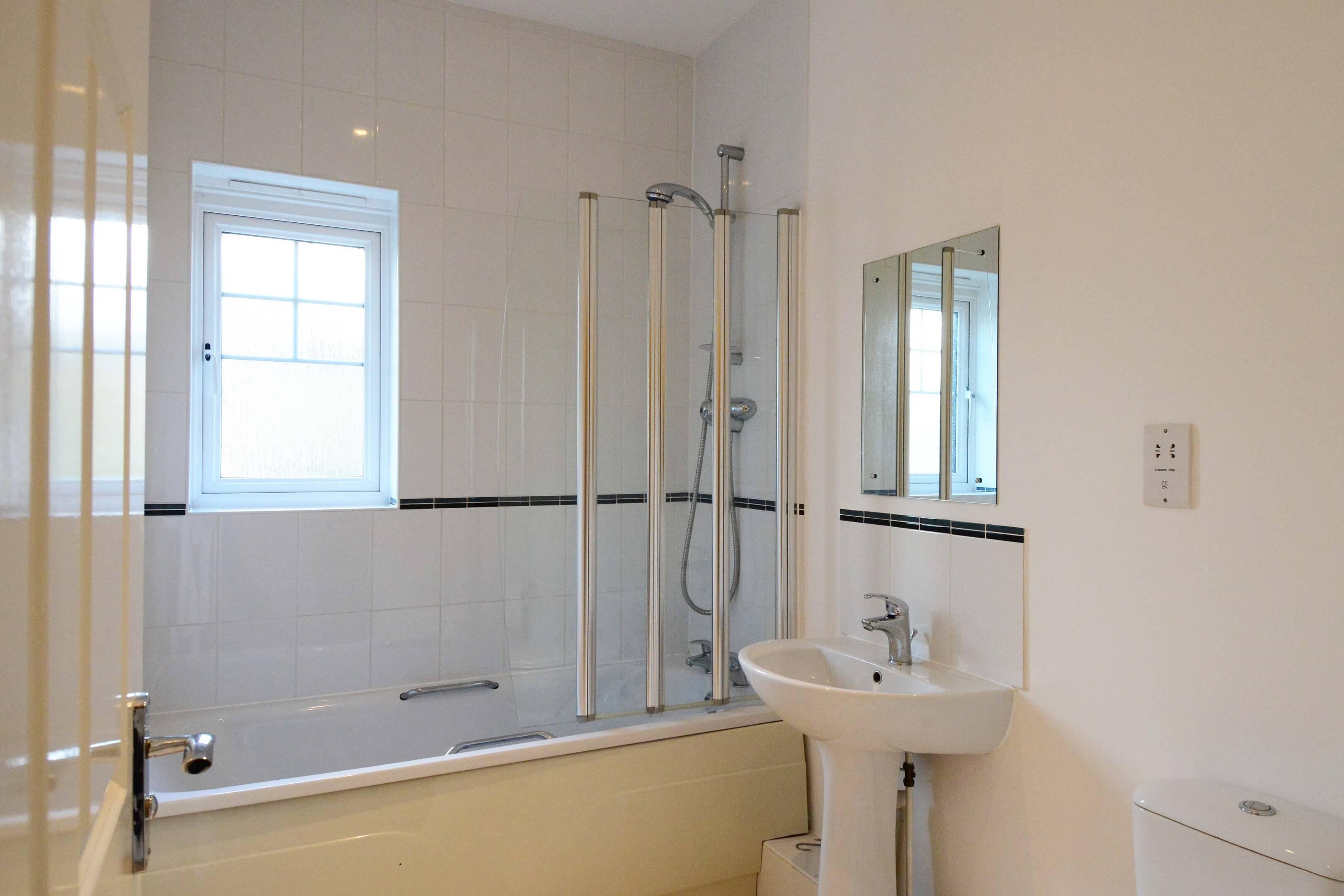 Bladon Suite Bathroom