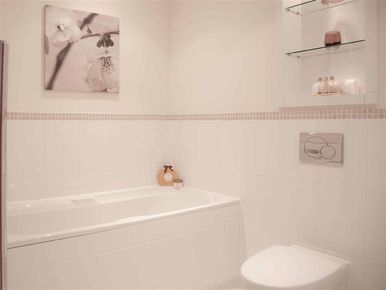 Clear Water Bathroom Bathtub