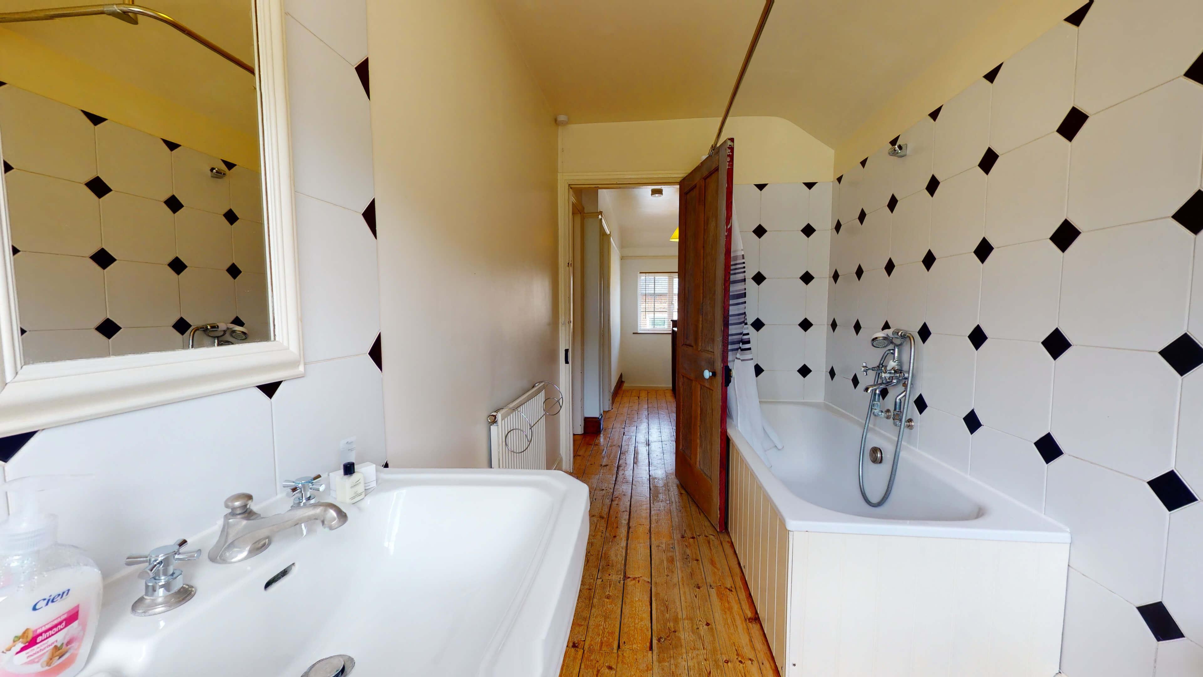 Hollycroft Hollycroft Bathroom 1