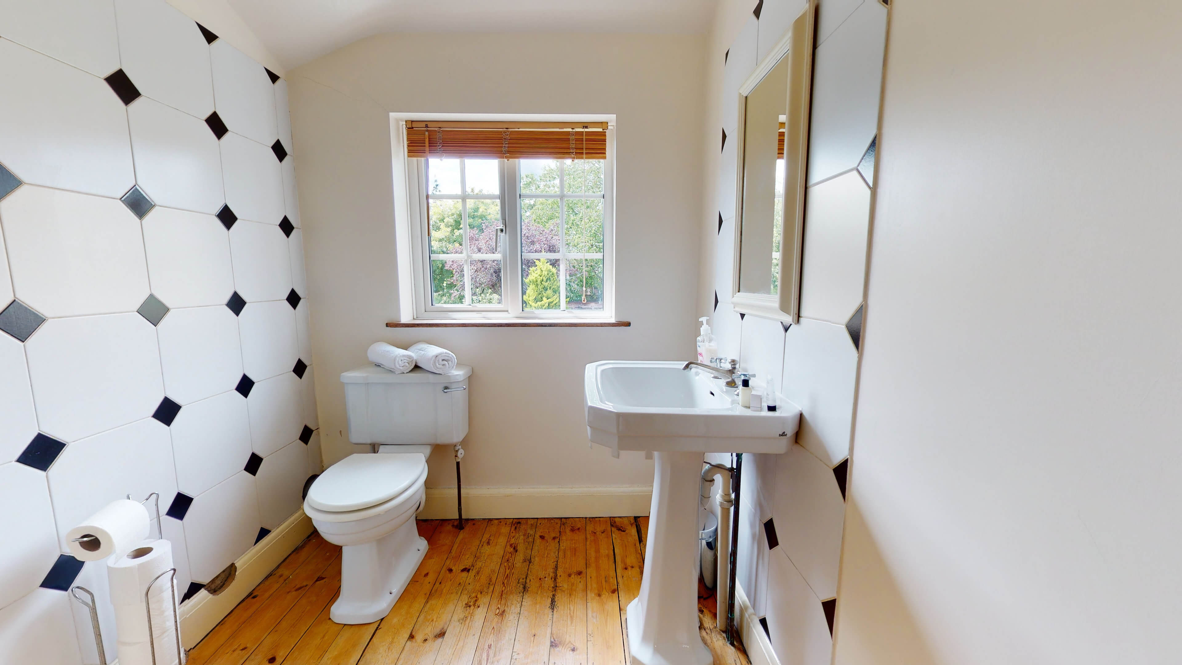 Hollycroft Hollycroft Bathroom 2