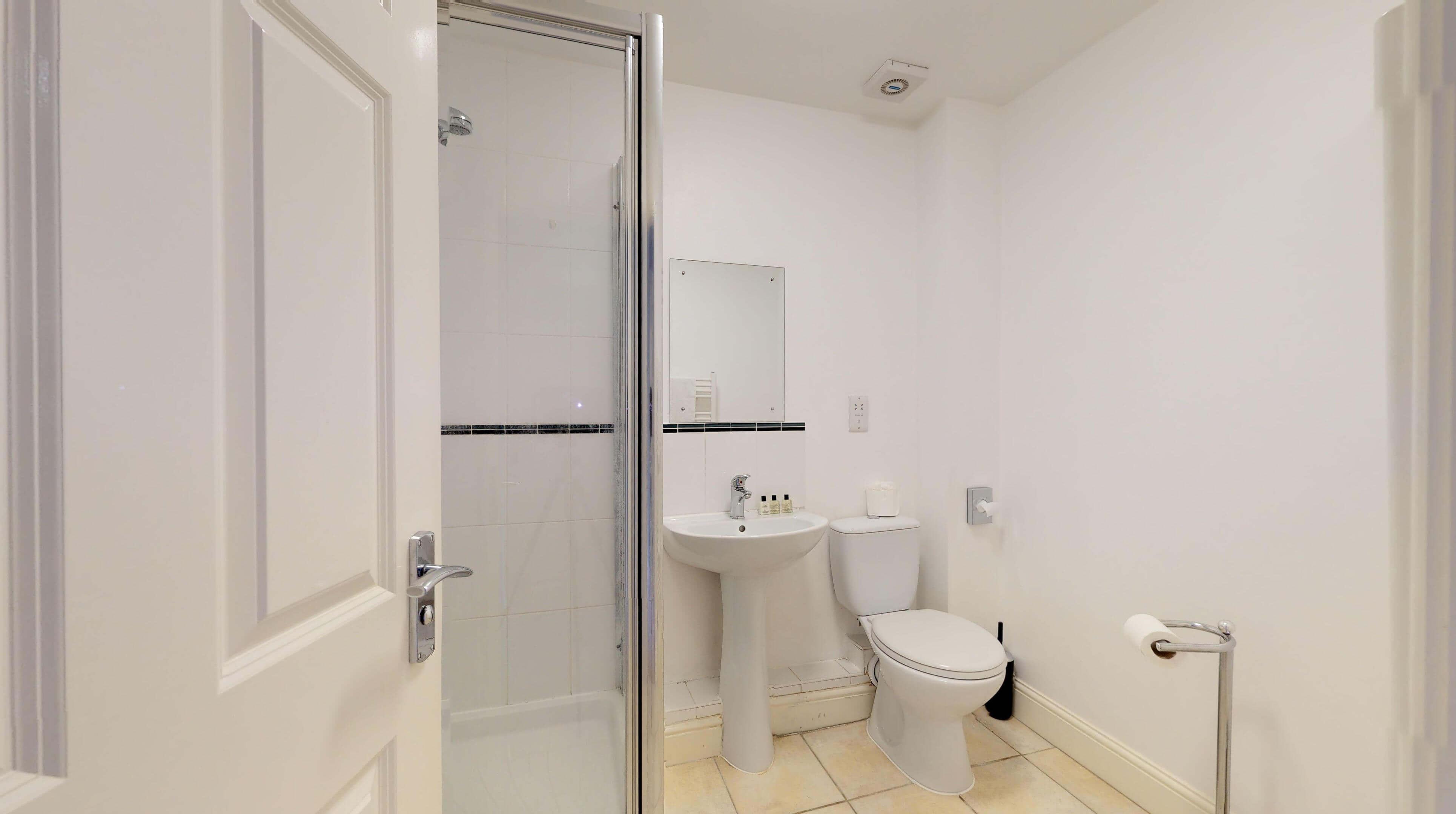 Oxford Serviced Apartments Hensington Suite Bedroom One Ensuite