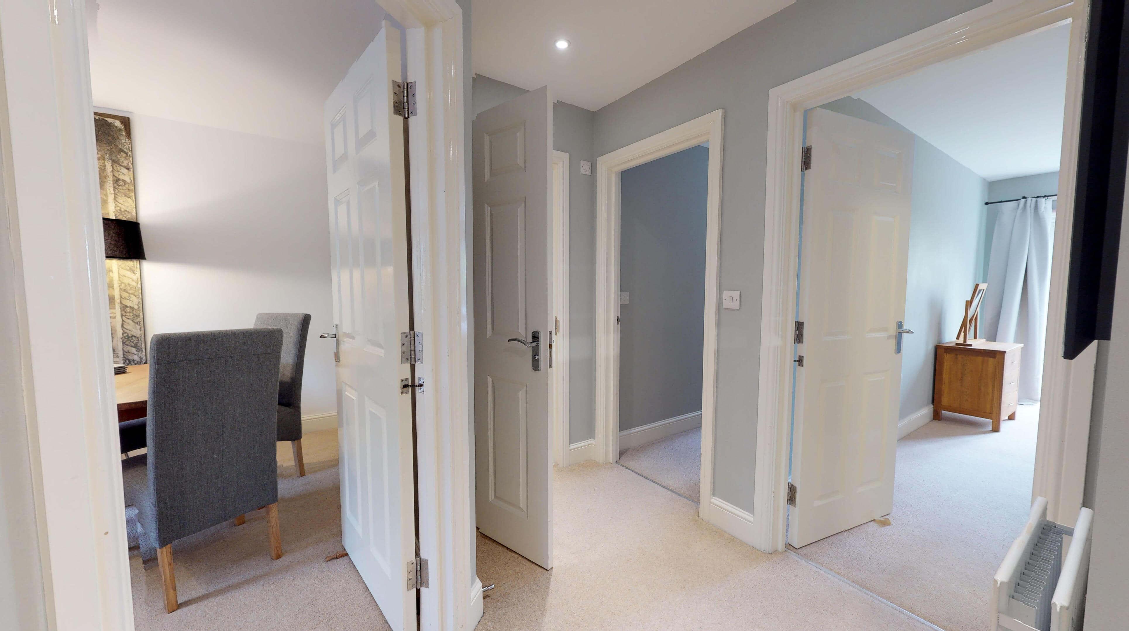 Oxford Serviced Apartments Hensington Suite Hallway View