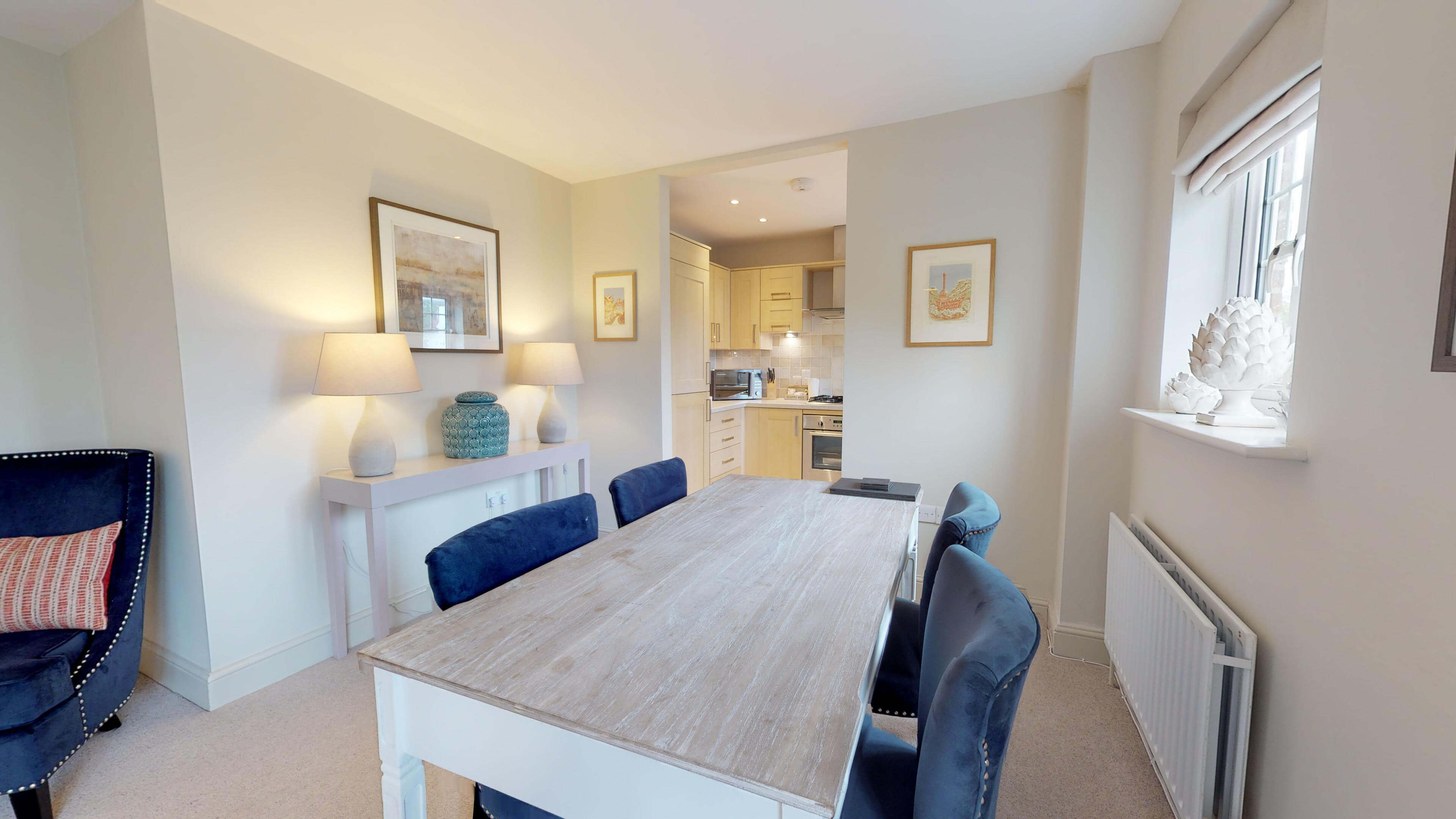 Oxford Serviced Apartments Hensington Suite Dining Table