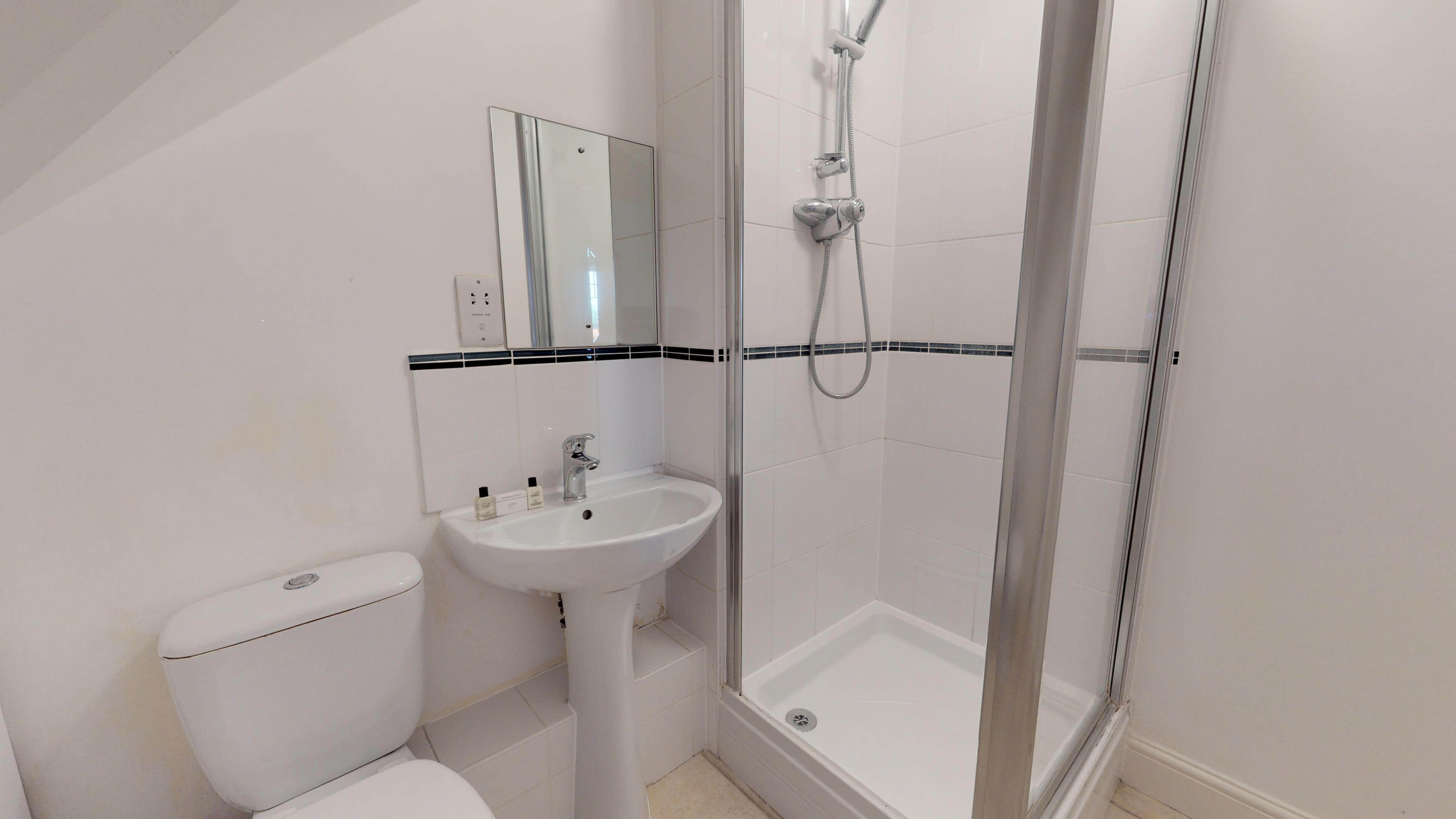 Oxford Serviced Apartment Vanbrugh Spencer Suite Bathroom One