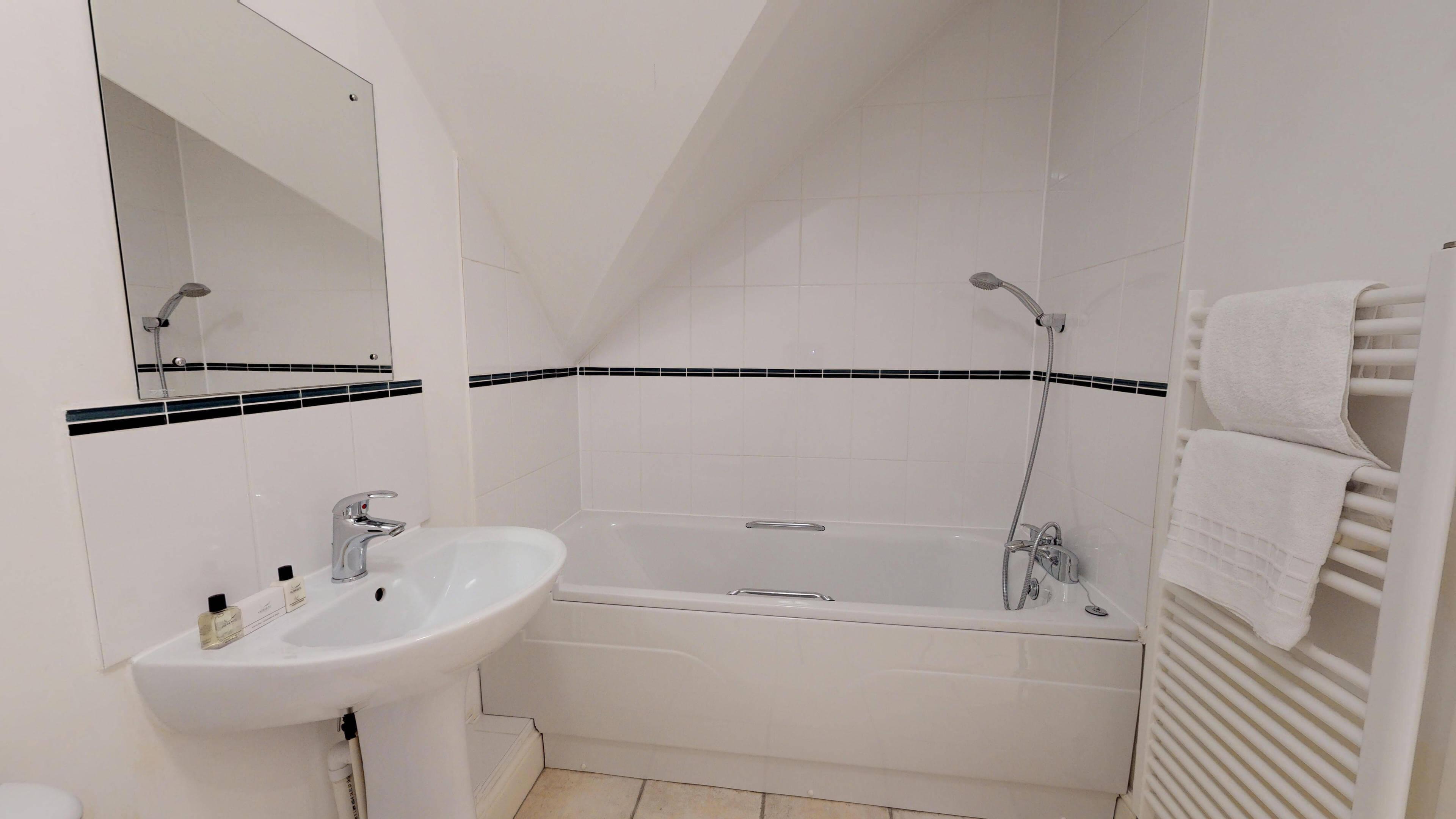 Oxford Serviced Apartment Vanbrugh Spencer Suite Bathroom Two