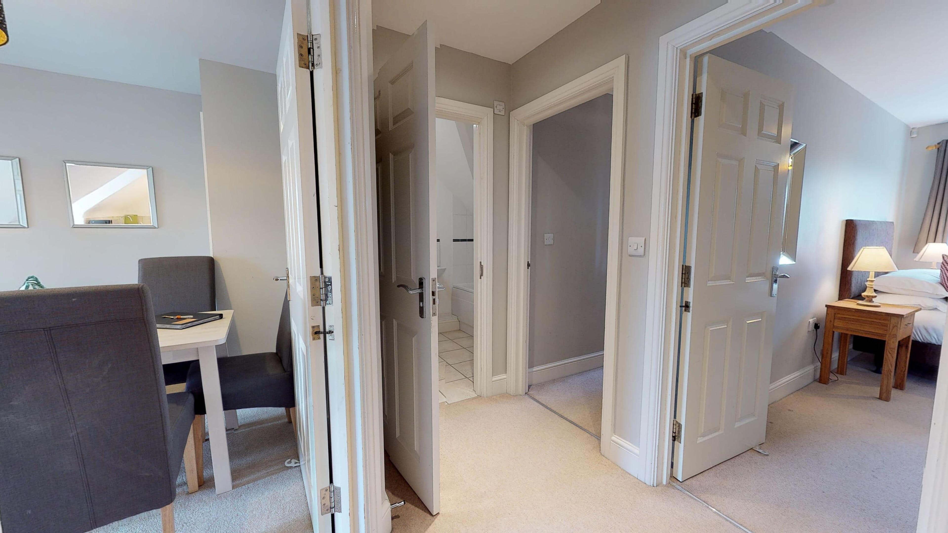Oxford Serviced Apartment Vanbrugh Spencer Suite Hallway