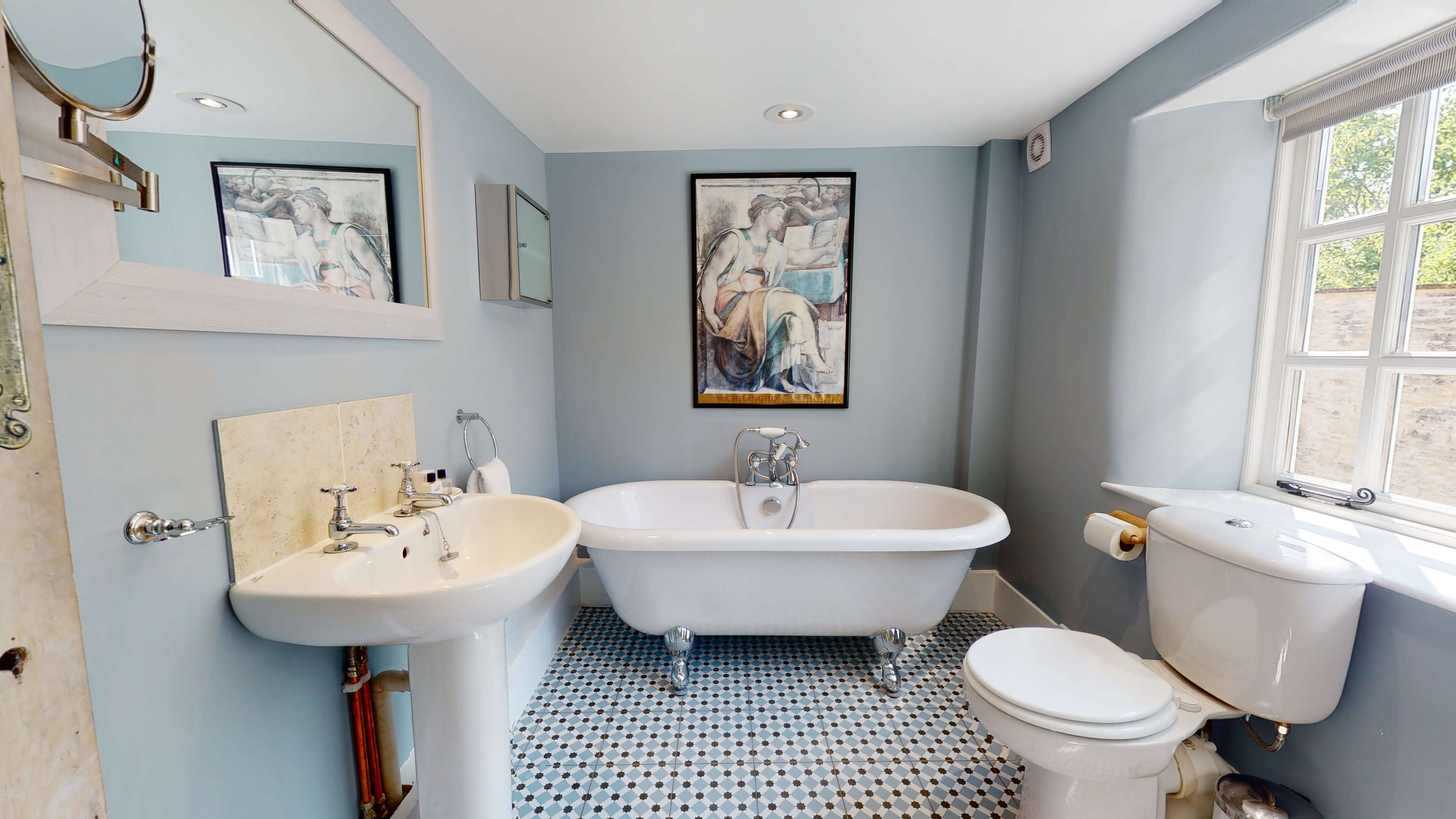 Browns Lane Browns Lane Bathroom 2