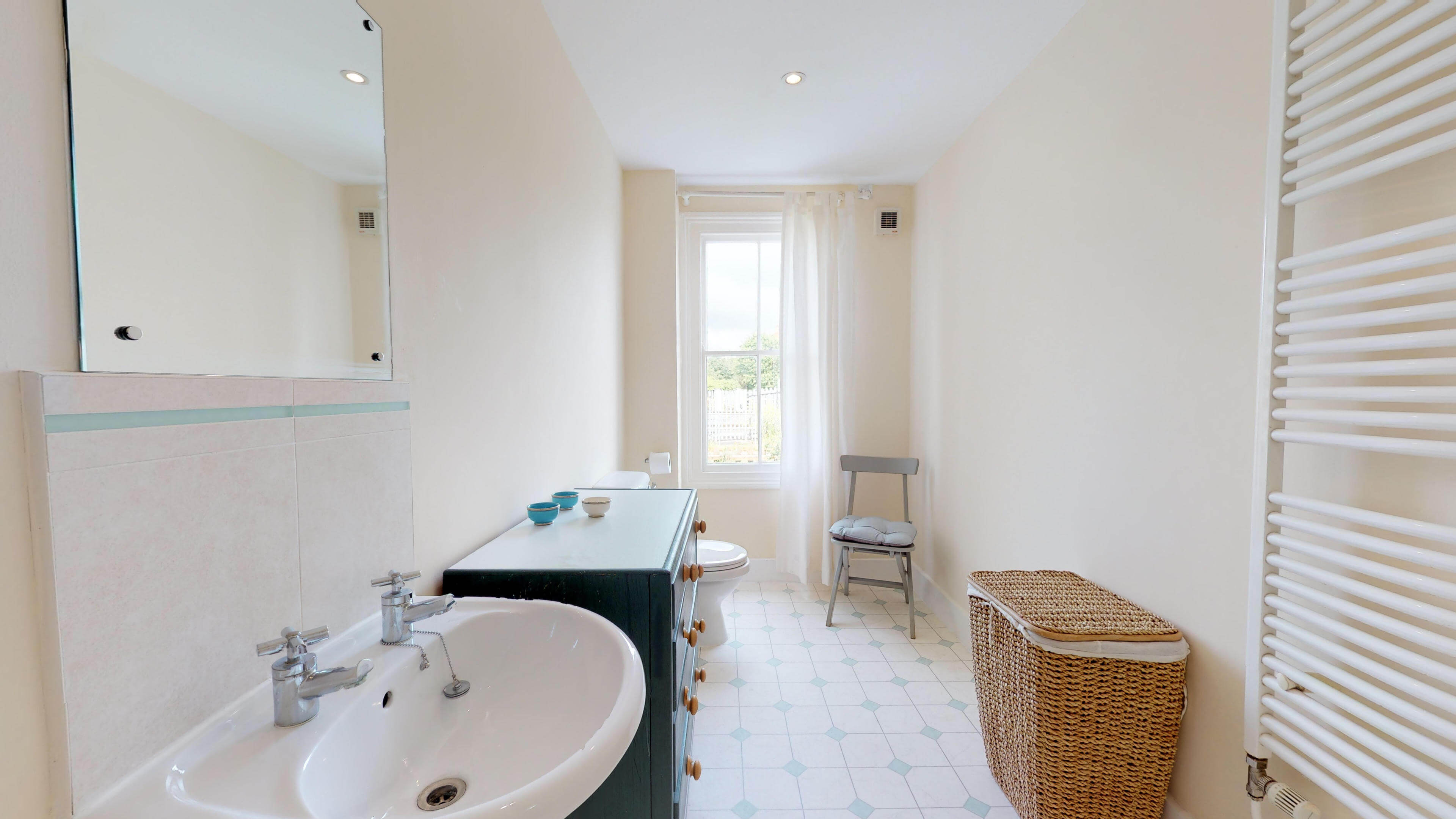 Oxford Two Bedroom Abbey Road Bathroom