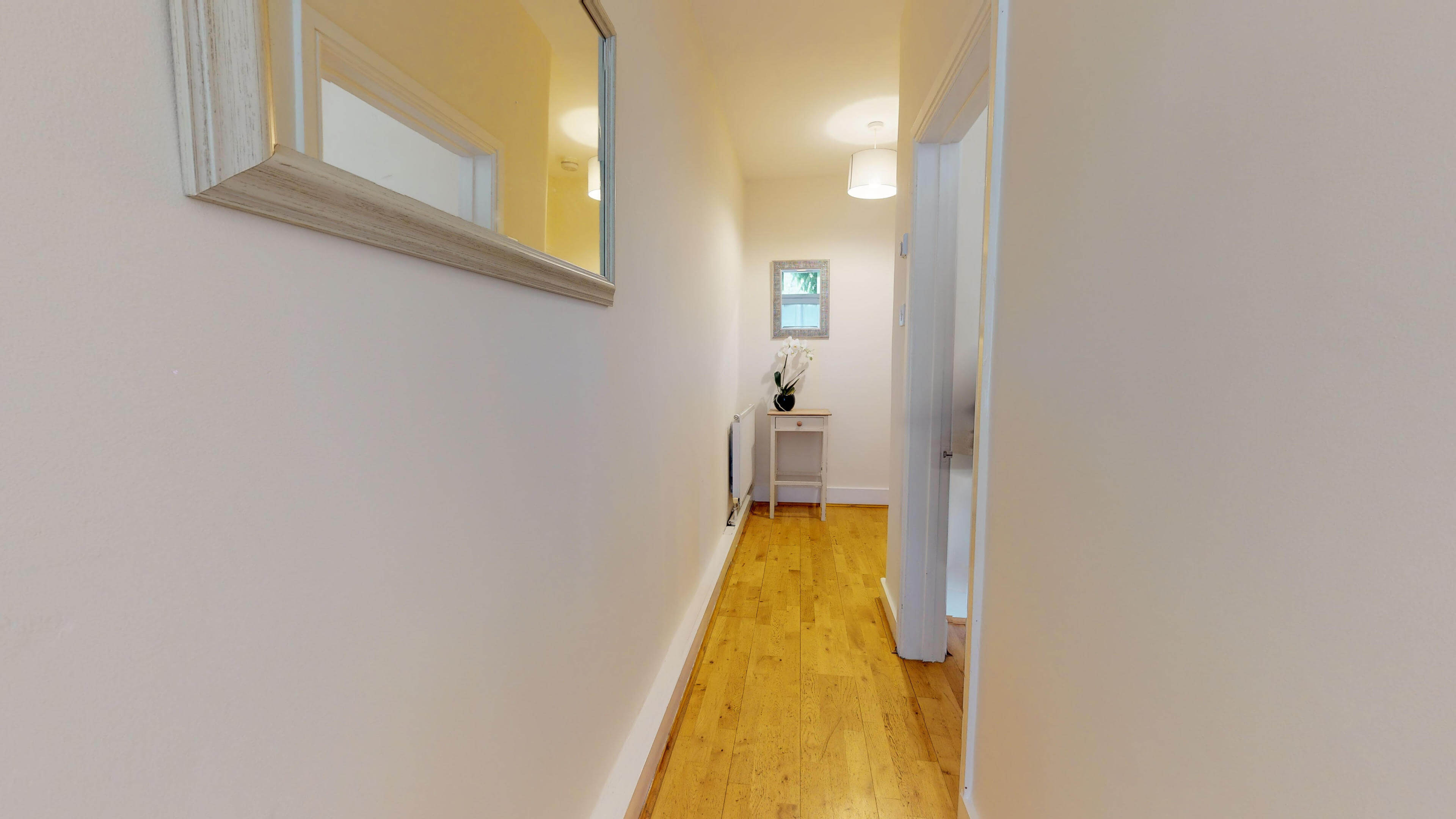 Oxford Two Bedroom Abbey Road Hallway