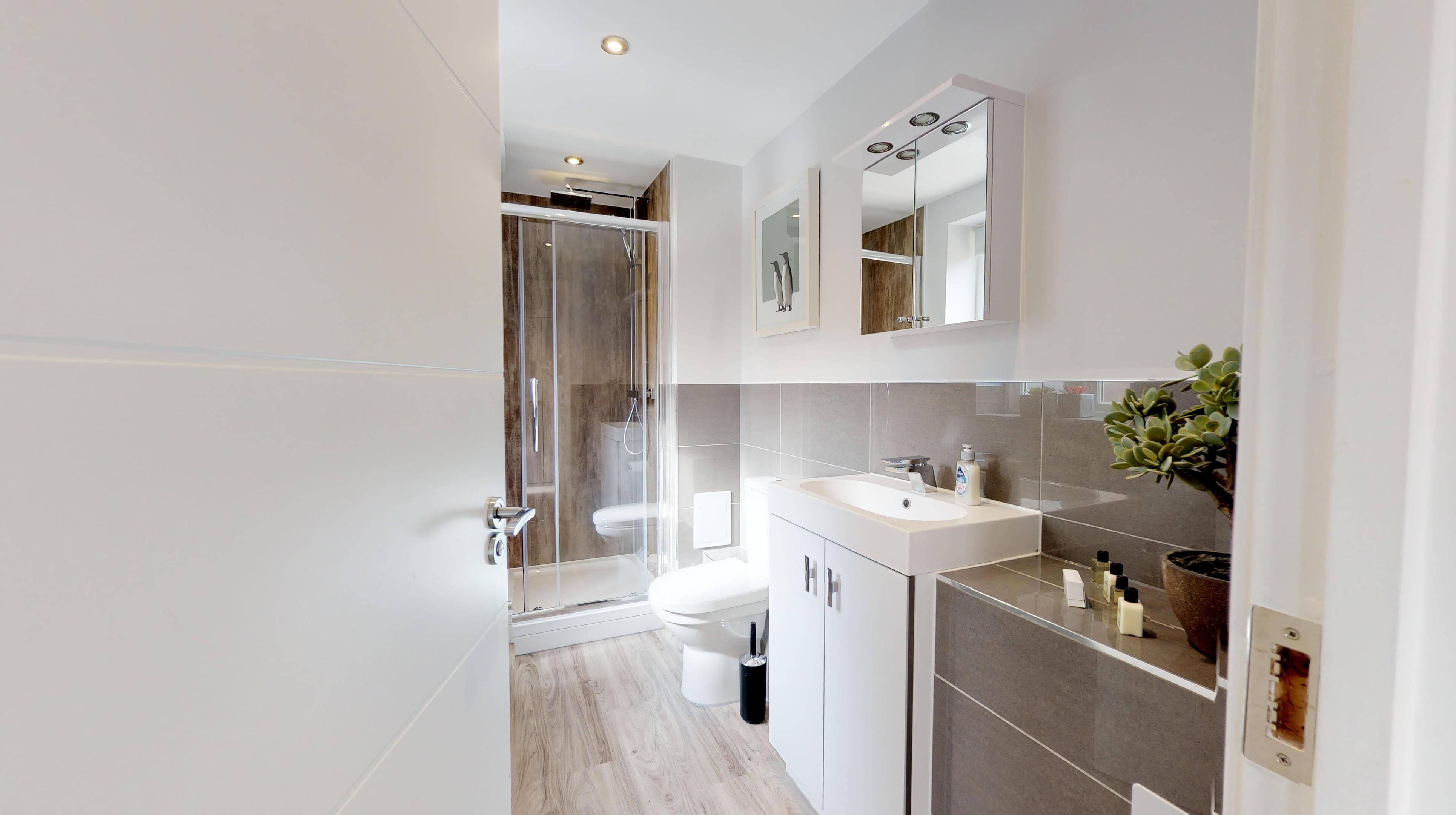 Leamington Spa Serviced Apartments Dunara Warwick Bathroom
