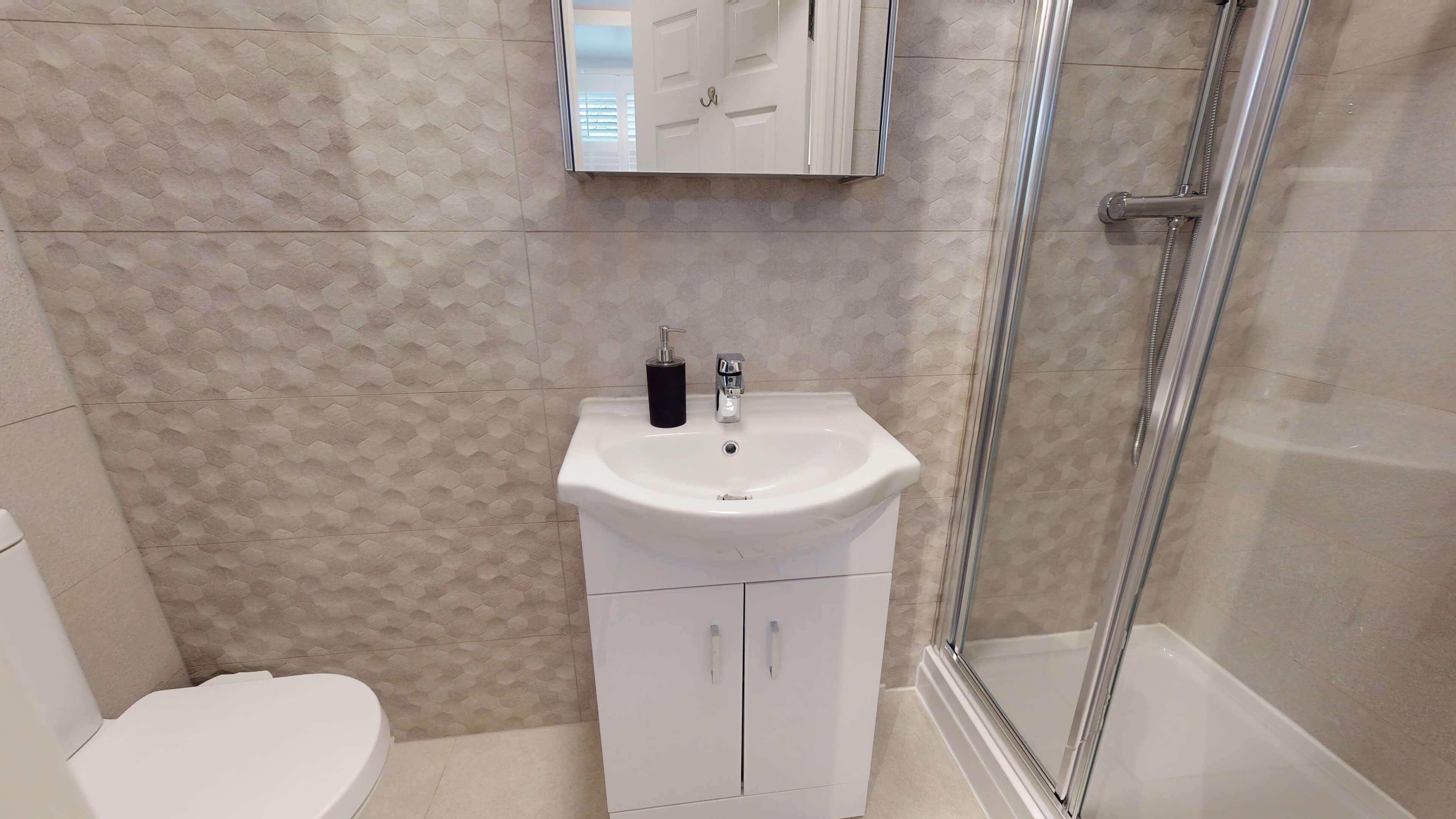 The Oxford Lodge Oriel Suite 1 Oxford Lodge Oriel Suite Bathroom1