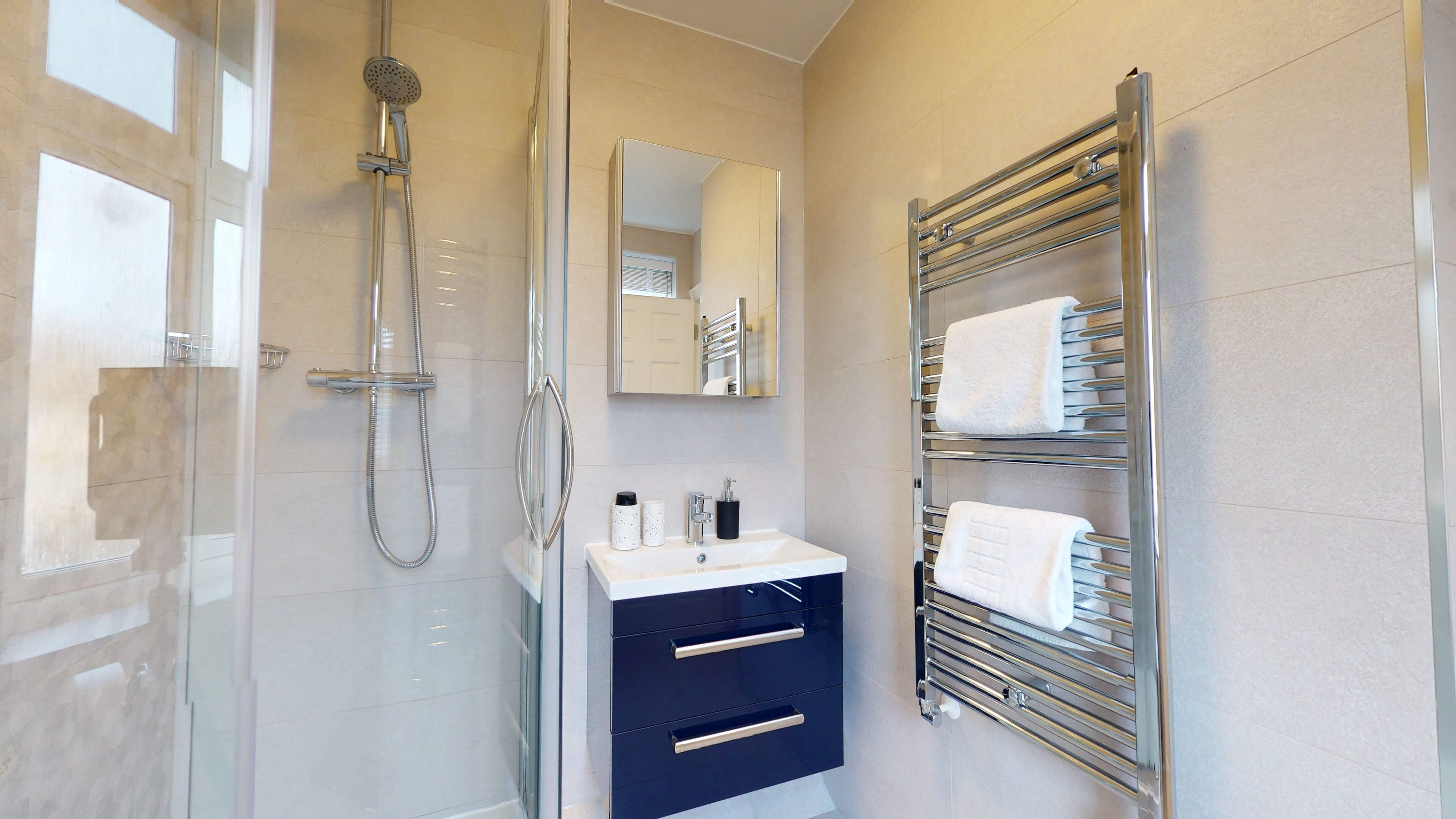 The Oxford Lodge Merton Suite 2 The Oxford Lodge Merton Suite Bathroom2