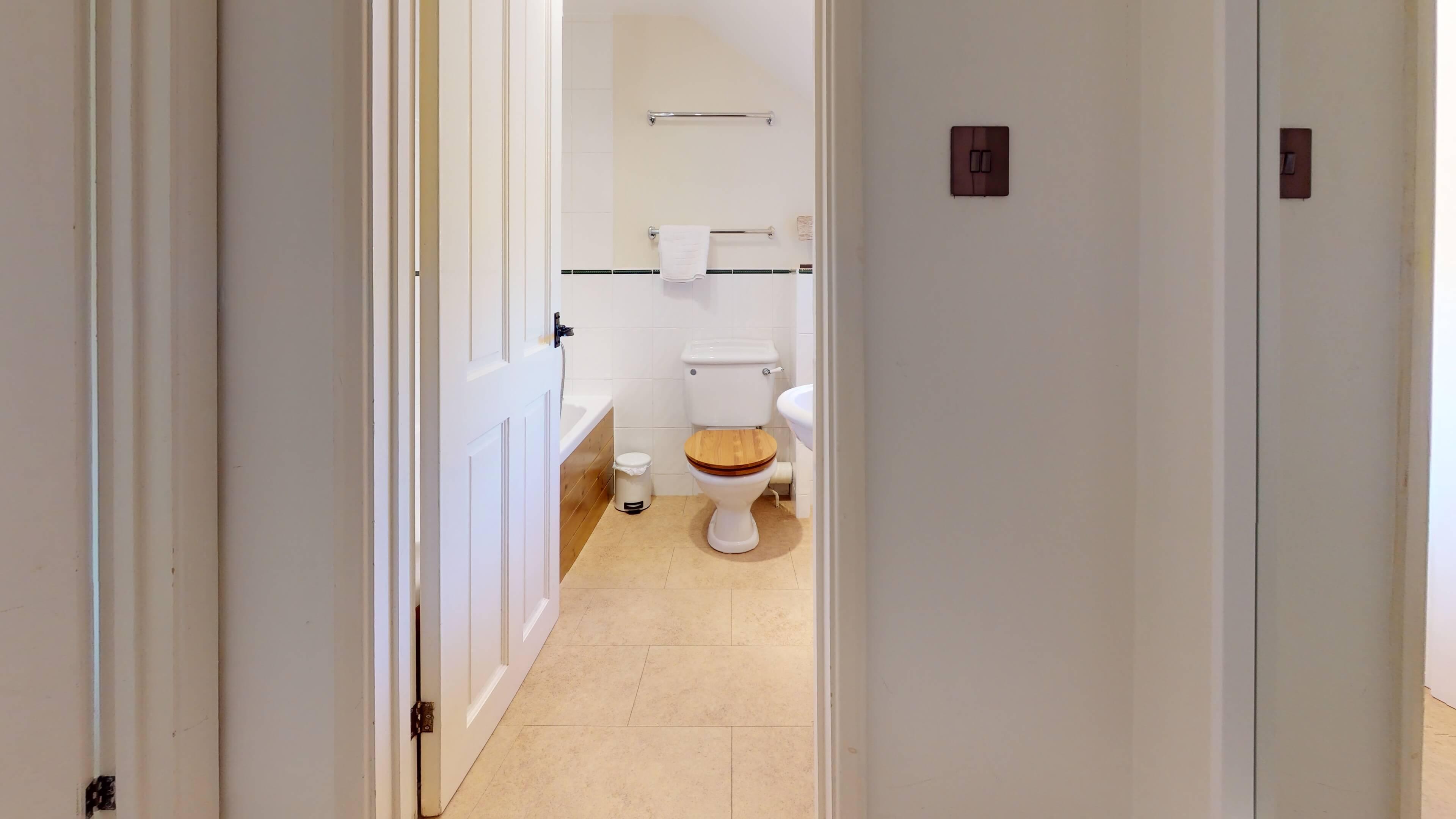 Jasmine Cottage Bathroom1