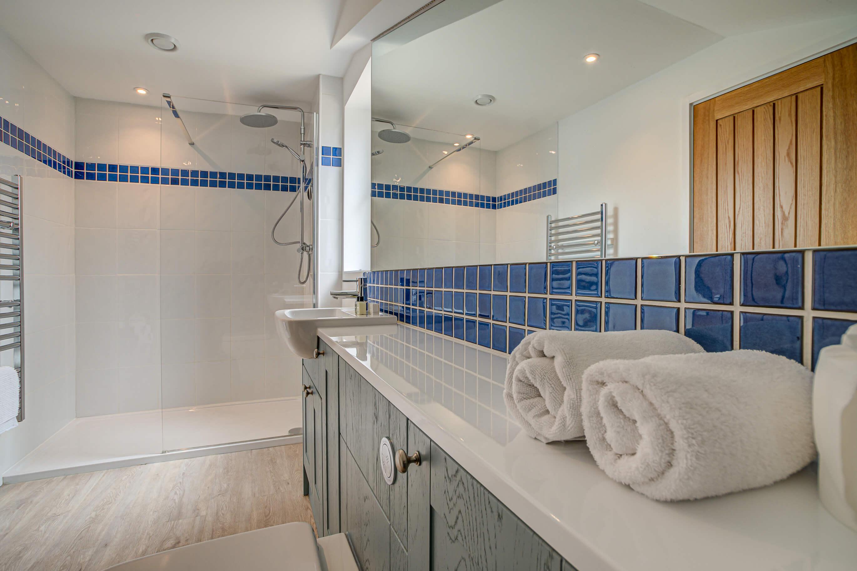 Old Barn Witney Mezanine Bathroom